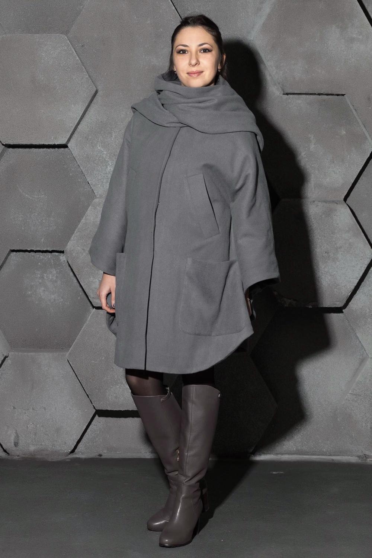 ПальтоПальто<br>Ультрамодное пальто свободного силуэта. Модель выполнена из приятного материала. Отличный выбор для повседневного гардероба.  Цвет: серый  Ростовка изделия 170 см.<br><br>Воротник: Фантазийный<br>По длине: До колена<br>По материалу: Шерсть<br>По рисунку: Однотонные<br>По силуэту: Свободные<br>По стилю: Повседневный стиль<br>По элементам: С карманами<br>Рукав: Длинный рукав<br>По сезону: Осень,Весна<br>Размер : universal<br>Материал: Драп<br>Количество в наличии: 1