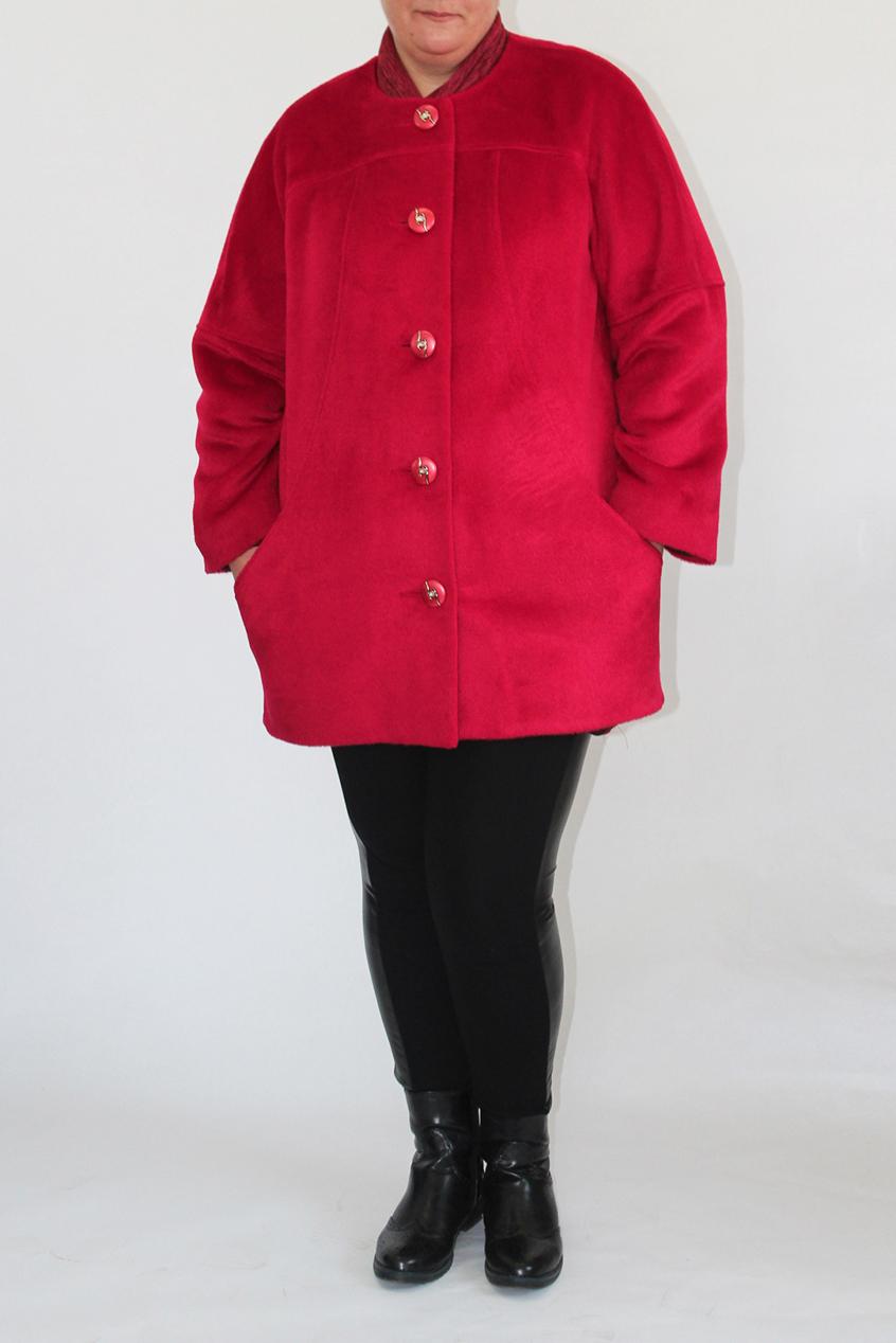 ПальтоПальто<br>Женское пальто со съемным воротником хомут, застежка однобортная на 5 пуговиц, карман в рельефе, рукав реглан длиной 7/8, выходящий из борта, силуэт прямой, зауженный к низу Подклад 100 % полиэстер.  Длина изделия 83 см.  Цвет: красный  Ростовка 164 см.<br><br>Воротник: Хомут<br>Горловина: С- горловина<br>Застежка: С пуговицами<br>По длине: До колена<br>По материалу: Вискоза,Пальтовая ткань,Шерсть<br>По рисунку: Однотонные<br>По силуэту: Прямые<br>По стилю: Повседневный стиль<br>Рукав: Длинный рукав<br>По сезону: Осень,Весна<br>Размер : 46,48,50,52,60<br>Материал: Пальтовая ткань<br>Количество в наличии: 5