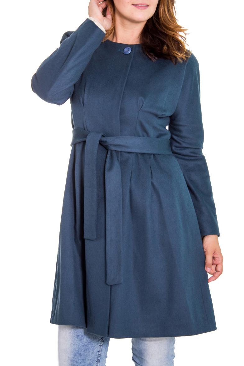 ПальтоПальто<br>Классическое женское пальто. Застежка - поговицы. Длинный рукав. Цвет: темно-графитово-синий.<br><br>Горловина: С- горловина<br>По рисунку: Однотонные<br>По сезону: Весна,Осень<br>По силуэту: Приталенные<br>По стилю: Кэжуал,Повседневный стиль<br>По элементам: С декором,Со складками<br>Рукав: Длинный рукав<br>Застежка: С пуговицами<br>По длине: До колена<br>По материалу: Тканевые<br>Размер : 46,50<br>Материал: Пальтовая ткань<br>Количество в наличии: 2