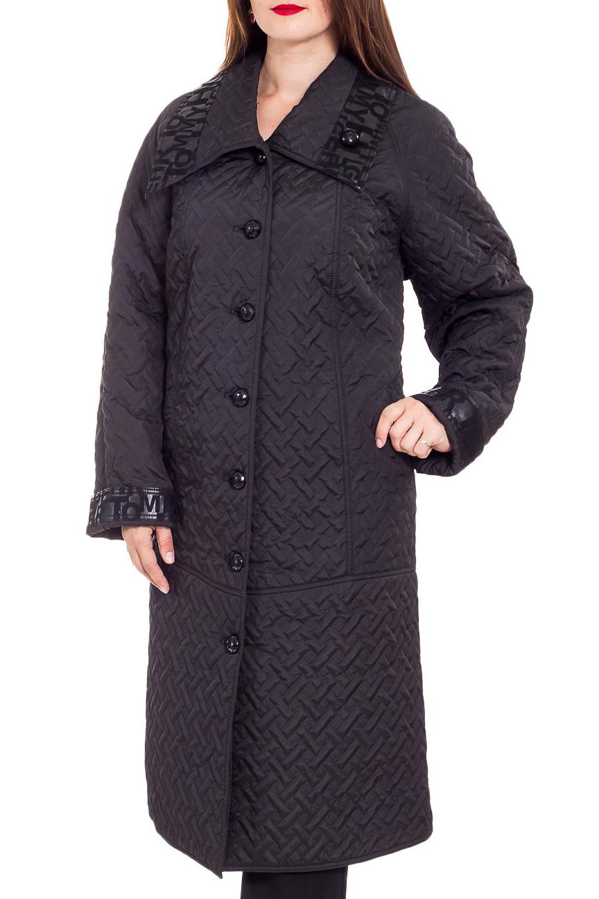 ПальтоПальто<br>Демисезонное пальто длиной ниже колена с отложным воротником и застежкой на пуговицы. Модель выполнена из плотной плащевой ткани. Отличный выбор для повседневного гардероба.  В изделии использованы цвета: черный  Рост девушки-фотомодели 180 см<br><br>Воротник: Отложной<br>Застежка: С пуговицами<br>По длине: Ниже колена<br>По материалу: Тканевые<br>По рисунку: Однотонные,Фактурный рисунок<br>По силуэту: Полуприталенные<br>По стилю: Повседневный стиль<br>По элементам: С карманами<br>Рукав: Длинный рукав<br>По сезону: Осень,Весна<br>Размер : 62,64<br>Материал: Плащевая ткань<br>Количество в наличии: 4