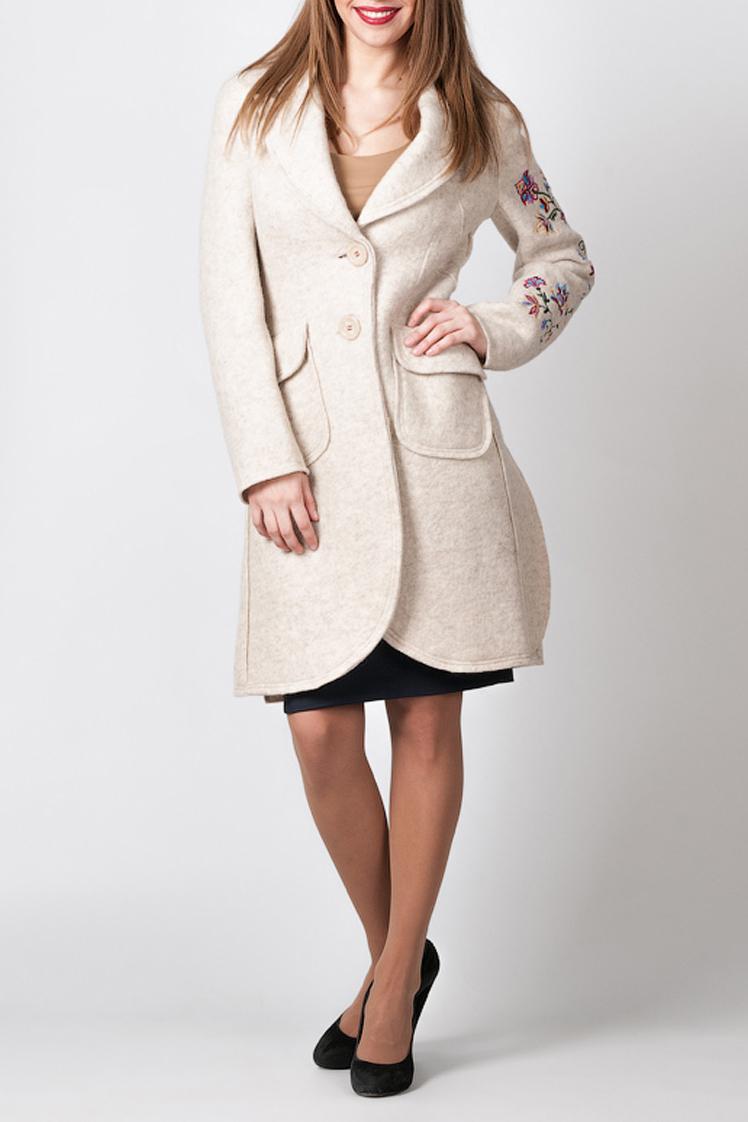 ПальтоПальто<br>Шерстяное пальто для милых дам. Модель выполнена из однотонной ткани с декором на рукаве. Отличный вариант для прохладной погоды.  Цвет: бежевый<br><br>Воротник: Отложной<br>По материалу: Тканевые,Шерсть<br>По образу: Город<br>По рисунку: Однотонные,Растительные мотивы,Цветочные,С принтом<br>По сезону: Весна,Осень<br>По силуэту: Приталенные<br>По элементам: С декором,С карманами<br>Рукав: Длинный рукав<br>По стилю: Повседневный стиль<br>Застежка: С пуговицами<br>Горловина: V- горловина<br>По длине: До колена<br>Размер : 46<br>Материал: Пальтовая ткань<br>Количество в наличии: 1
