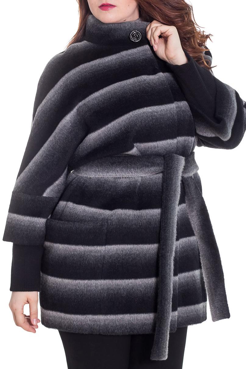 ПальтоПальто<br>Демисезонное пальто свободного силуэта с рукавами 3/4 и трикотажной манжетой, длинной выше колена, застежка на пуговицы.Пальто без пояса.Цвет: черный, серый, белыйРостовка изделия 170 см.Рост девушки-фотомодели 180 см<br><br>Воротник: Стойка<br>Застежка: С пуговицами<br>Рукав: Рукав три четверти<br>Длина: До колена<br>Материал: Пальтовая ткань,Шерсть<br>Рисунок: В полоску,С принтом,Цветные<br>Сезон: Весна,Осень<br>Силуэт: Свободные<br>Стиль: Повседневный стиль<br>Элементы: С карманами<br>Размер : 50<br>Материал: Пальтовая ткань<br>Количество в наличии: 1