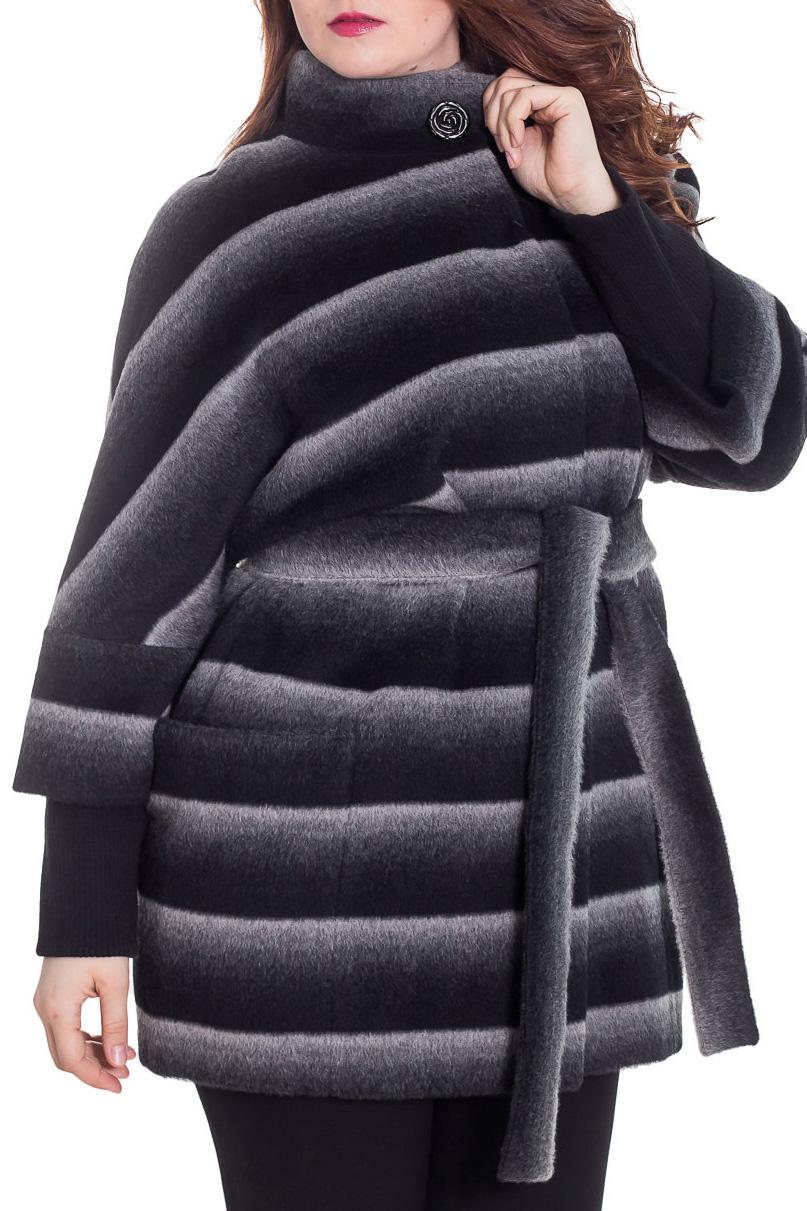 ПальтоПальто<br>Демисезонное пальто свободного силуэта с рукавами 3/4 и трикотажной манжетой, длинной выше колена, застежка на пуговицы. Пальто без пояса.  Цвет: черный, серый, белый  Ростовка изделия 164 см.  Рост девушки-фотомодели 180 см<br><br>Воротник: Стойка<br>Застежка: С пуговицами<br>По длине: До колена<br>По материалу: Пальтовая ткань,Шерсть<br>По рисунку: В полоску,С принтом,Цветные<br>По силуэту: Свободные<br>По стилю: Повседневный стиль<br>По элементам: С карманами<br>Рукав: Рукав три четверти<br>По сезону: Осень,Весна<br>Размер : 50<br>Материал: Пальтовая ткань<br>Количество в наличии: 1