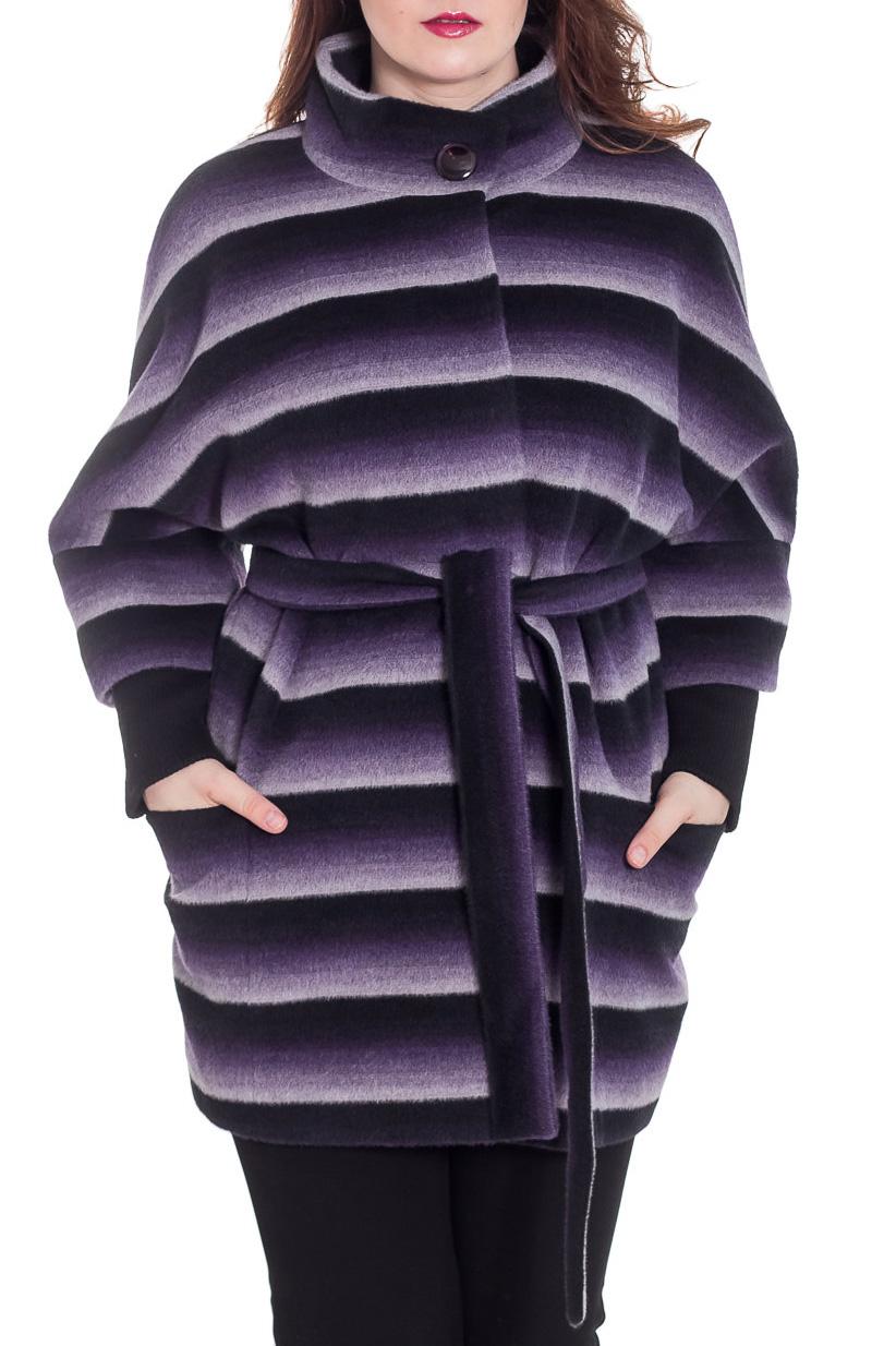 ПальтоПальто<br>Демисезонное пальто свободного силуэта с рукавами 3/4 и трикотажной манжетой, длинной выше колена, застежка на пуговицы. Пальто без пояса.  Цвет: фиолетовый, сиреневый, черный, белый  Ростовка изделия 164 см.  Рост девушки-фотомодели 180 см<br><br>Воротник: Стойка<br>Застежка: С пуговицами<br>По длине: До колена<br>По материалу: Пальтовая ткань,Шерсть<br>По рисунку: В полоску,С принтом,Цветные<br>По силуэту: Свободные<br>По стилю: Повседневный стиль<br>По элементам: С карманами<br>Рукав: Рукав три четверти<br>По сезону: Осень,Весна<br>Размер : 50<br>Материал: Пальтовая ткань<br>Количество в наличии: 1