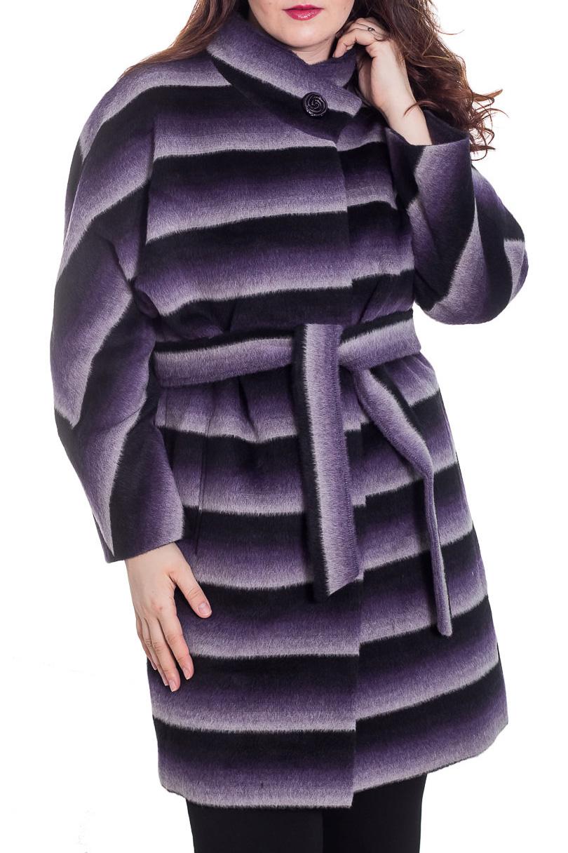 ПальтоПальто<br>Демисезонное пальто свободного силуэта с длинными рукавами, длинной выше колена, застежка на пуговицы. Пальто без пояса.  Цвет: фиолетовый, сиреневый, черный, белый  Ростовка изделия 164 см.  Рост девушки-фотомодели 180 см<br><br>Воротник: Стойка<br>Застежка: С пуговицами<br>По длине: До колена<br>По материалу: Пальтовая ткань,Шерсть<br>По рисунку: В полоску,С принтом,Цветные<br>По силуэту: Свободные<br>По стилю: Повседневный стиль<br>По элементам: С карманами<br>Рукав: Длинный рукав<br>По сезону: Осень,Весна<br>Размер : 50<br>Материал: Пальтовая ткань<br>Количество в наличии: 1