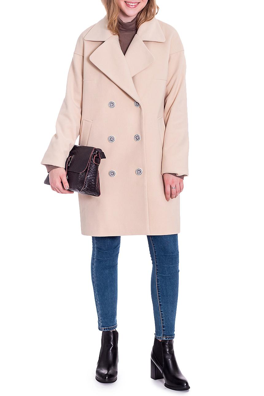 ПальтоПальто<br>Классика и элегантность - это залог успеха для создания Вашего повседневного образа. Дополните это стильное пальто модными аксессуарами и завершите образ девушки с обложки  Пальто прямого силуэта, двубортное. На передней части изделия карманы с листочкой. На спинке средний шов. Воротник пиджачного типа. Рукав рубашечный, длинный, со спущенной линией плеча.  Цвет: бежевый.  Длина рукава (от конечной плечевой точки) - 61 ± 1 см  Рост девушки-фотомодели 165 см  Длина изделия - 87 ± 2 см<br><br>Воротник: Стояче-отложной<br>Горловина: V- горловина,Запах<br>Застежка: С пуговицами<br>По длине: До колена<br>По материалу: Пальтовая ткань<br>По образу: Город<br>По рисунку: Однотонные<br>По силуэту: Прямые<br>По стилю: Классический стиль,Кэжуал,Молодежный стиль,Офисный стиль,Повседневный стиль,Ультрамодный стиль<br>По элементам: С воротником,С карманами,С отделочной фурнитурой<br>Рукав: Длинный рукав<br>По сезону: Осень,Весна<br>Размер : 44,46,48,50,52<br>Материал: Пальтовая ткань<br>Количество в наличии: 6