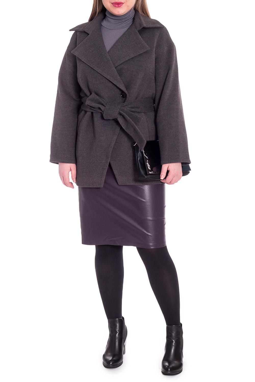 ПальтоПальто<br>Элегантное пальто лаконичного дизайна придется по вкусу настоящим леди, ценящим стиль и комфорт. Пальто со спущенной линией плеча придает фигуре мягкие очертания. Материал пальто плотный, но мягкий, прекрасно quot;дышитquot;, при этом поддерживая оптимальный температурный режим. Это пальто станет прекрасной составляющей Вашего повседневного гардероба.  Пальто прямого силуэта с фигурными бортами. Карманы в боковых швах. Съемный пояс. На спинке средний шов. Воротник пиджачного типа. Рукав рубашечный, длинный, со спущенной линией плеча.  Цвет: серый.  Длина рукава (от конечной плечевой точки) - 61 ± 1 см  Рост девушки-фотомодели 170 см  Длина изделия - 78 ± 2 см<br><br>Воротник: Стояче-отложной<br>Горловина: V- горловина,Запах<br>Застежка: С пуговицами<br>По длине: Короткие<br>По материалу: Пальтовая ткань<br>По рисунку: Однотонные<br>По силуэту: Прямые<br>По стилю: Классический стиль,Кэжуал,Офисный стиль,Повседневный стиль<br>По элементам: С воротником,С вырезом,С декором,С карманами,С поясом<br>Рукав: Длинный рукав<br>По сезону: Осень,Весна<br>Размер : 50,52,54<br>Материал: Пальтовая ткань<br>Количество в наличии: 3