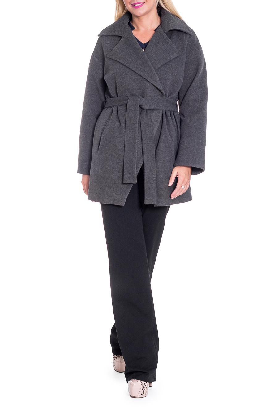 ПальтоПальто<br>Элегантное пальто лаконичного дизайна придется по вкусу настоящим леди, ценящим стиль и комфорт. Пальто со спущенной линией плеча придает фигуре мягкие очертания. Материал пальто плотный, но мягкий, прекрасно дышит, при этом поддерживая оптимальный температурный режим. Это пальто станет прекрасной составляющей Вашего повседневного гардероба.  Пальто прямого силуэта с фигурными бортами. Карманы в боковых швах. Съемный пояс. На спинке средний шов. Воротник пиджачного типа. Рукав рубашечный, длинный, со спущенной линией плеча.  Цвет: серый.  Длина рукава (от конечной плечевой точки) - 61 ± 1 см  Рост девушки-фотомодели 170 см  Длина изделия - 78 ± 2 см<br><br>Воротник: Стояче-отложной<br>Горловина: V- горловина,Запах<br>Застежка: С пуговицами<br>По длине: Короткие<br>По материалу: Пальтовая ткань<br>По рисунку: Однотонные<br>По силуэту: Прямые<br>По стилю: Классический стиль,Кэжуал,Офисный стиль,Повседневный стиль<br>По элементам: С воротником,С вырезом,С декором,С карманами,С подкладом,С поясом<br>Рукав: Длинный рукав<br>По сезону: Осень,Весна<br>Размер : 46,48,50,56<br>Материал: Пальтовая ткань<br>Количество в наличии: 7