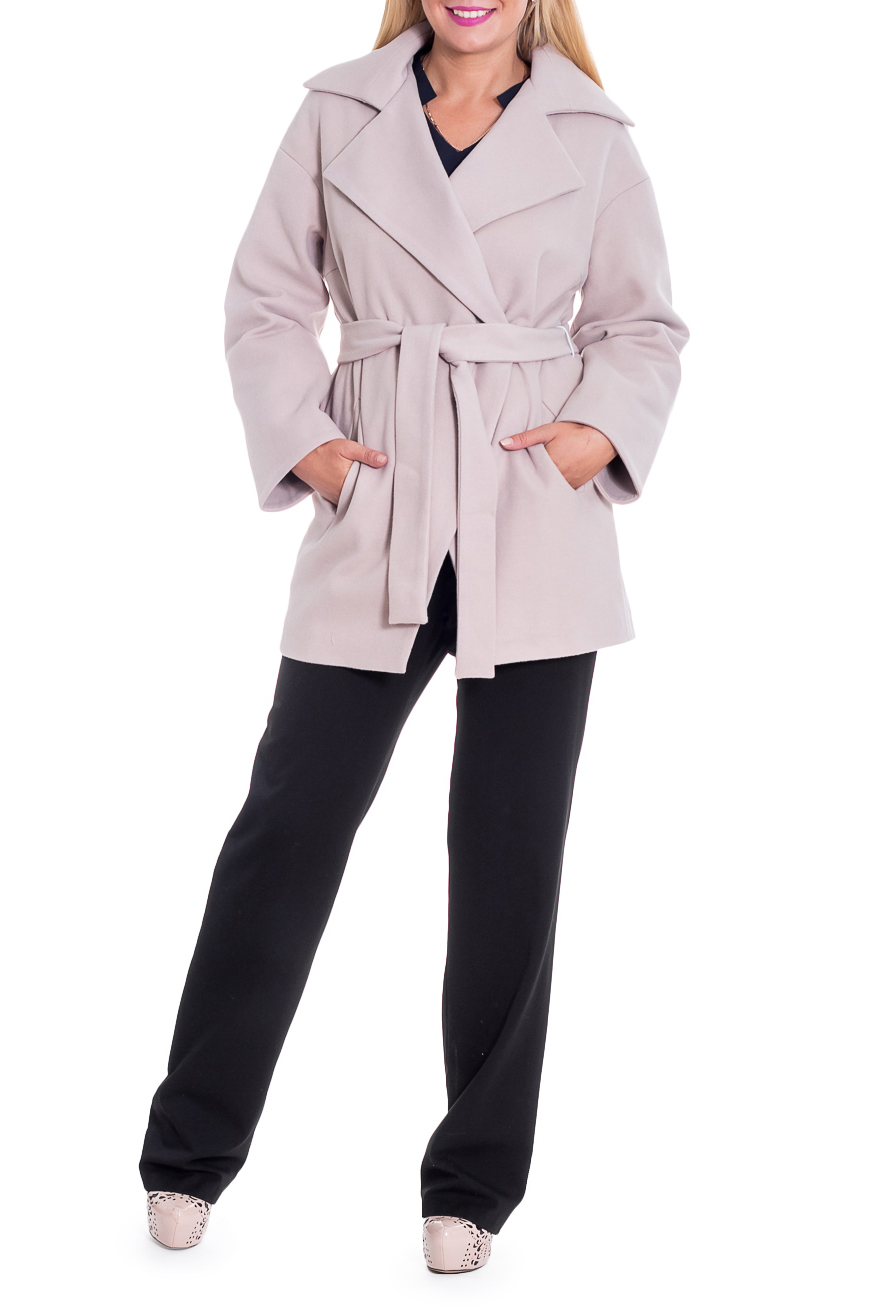 ПальтоПальто<br>Элегантное пальто лаконичного дизайна придется по вкусу настоящим леди, ценящим стиль и комфорт. Пальто со спущенной линией плеча придает фигуре мягкие очертания. Материал пальто плотный, но мягкий, прекрасно дышит, при этом поддерживая оптимальный температурный режим. Это пальто станет прекрасной составляющей Вашего повседневного гардероба.  Пальто прямого силуэта с фигурными бортами. Карманы в боковых швах. Съемный пояс. На спинке средний шов. Воротник пиджачного типа. Рукав рубашечный, длинный, со спущенной линией плеча.  Цвет: бежевый.  Длина рукава (от конечной плечевой точки) - 61 ± 1 см  Рост девушки-фотомодели 170 см  Длина изделия - 78 ± 2 см<br><br>Воротник: Стояче-отложной<br>Горловина: V- горловина,Запах<br>Застежка: С пуговицами<br>По длине: Короткие<br>По материалу: Пальтовая ткань<br>По рисунку: Однотонные<br>По силуэту: Прямые<br>По стилю: Классический стиль,Кэжуал,Офисный стиль,Повседневный стиль<br>По элементам: С воротником,С вырезом,С декором,С карманами,С подкладом,С поясом<br>Рукав: Длинный рукав<br>По сезону: Осень,Весна<br>Размер : 46,48,52,54,56<br>Материал: Пальтовая ткань<br>Количество в наличии: 9