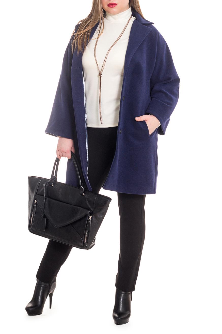 ПальтоПальто<br>Элегантное пальто лаконичного дизайна придется по вкусу настоящим леди, ценящим стиль и комфорт. Пальто со спущенной линией плеча придает фигуре мягкие очертания. Материал пальто плотный, но мягкий, прекрасно quot;дышитquot;, при этом поддерживая оптимальный температурный режим. Это пальто станет прекрасной составляющей Вашего повседневного гардероба.  Пальто полуприлегающего силуэта с карманами в боковых швах. На спинке средний шов со шлицей. Воротник quot;стояче-отложнойquot;, застежка на 3 пуговицах. Отлетной пояс со шлевками. Рукав цельнокроенный, расширяющийся к низу.  Цвет: синий баклажан.  Длина рукава (от конечной плечевой точки) - 56 ± 1 см  Рост девушки-фотомодели 170 см  Длина изделия - 88 ± 2 см  При создании образа, который Вы видите на фотографии, также была использована стильная сумка арт. SMK2816. Для просмотра модели введите артикул в строке поиска.<br><br>Воротник: Стояче-отложной,Шалька<br>Горловина: V- горловина,Запах<br>Застежка: С пуговицами<br>По длине: До колена<br>По материалу: Пальтовая ткань<br>По рисунку: Однотонные<br>По силуэту: Полуприталенные<br>По стилю: Классический стиль,Кэжуал,Офисный стиль,Повседневный стиль<br>По элементам: С воротником,С вырезом,С декором,С карманами,С подкладом,С поясом<br>Рукав: Длинный рукав<br>По сезону: Осень,Весна<br>Размер : 42,46,48,52<br>Материал: Пальтовая ткань<br>Количество в наличии: 5