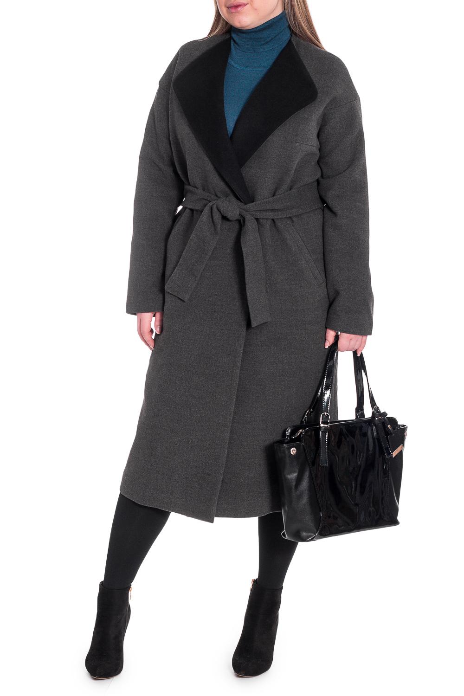 ПальтоПальто<br>Элегантное пальто лаконичного дизайна придется по вкусу настоящим леди, ценящим стиль и комфорт. Пальто со спущенной линией плеча придает фигуре мягкие очертания. Материал пальто плотный, но мягкий, прекрасно дышит, при этом поддерживая оптимальный температурный режим. Это пальто станет прекрасной составляющей Вашего повседневного гардероба.  Пальто прямого силуэта, удлиненное со съемным поясом и шлевками. На передней части изделия прорезные карманы с листочкой и застежка на потайные кнопки. На спинке средний шов и шлица. Без воротника, с контрастными лацканами. Рукав рубашечный, длинный, со спущенной линией плеча.  Цвет: серый.  Длина рукава (от конечной плечевой точки) - 62 ± 1 см  Рост девушки-фотомодели 170 см  Длина изделия - 113 ± 2 см<br><br>Воротник: Отложной<br>Горловина: V- горловина,Запах<br>Застежка: С пуговицами<br>По длине: Ниже колена<br>По материалу: Пальтовая ткань<br>По рисунку: Однотонные<br>По силуэту: Прямые<br>По стилю: Классический стиль,Кэжуал,Офисный стиль,Повседневный стиль<br>По элементам: С воротником,С вырезом,С декором,С карманами,С подкладом,С поясом<br>Рукав: Длинный рукав<br>По сезону: Осень,Весна<br>Размер : 46,48,50,52,54<br>Материал: Пальтовая ткань<br>Количество в наличии: 12