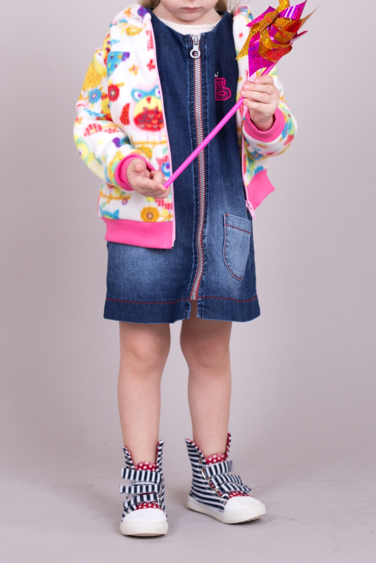 ПальтоВерхняя одежда<br>Яркое флисовое пальто для девочки  В изделии использованы цвета: белый, розовый, голубой и др.  Размер 74 соответствует росту 70-73 см Размер 80 соответствует росту 74-80 см Размер 86 соответствует росту 81-86 см Размер 92 соответствует росту 87-92 см Размер 98 соответствует росту 93-98 см Размер 104 соответствует росту 98-104 см Размер 110 соответствует росту 105-110 см Размер 116 соответствует росту 111-116 см Размер 122 соответствует росту 117-122 см Размер 128 соответствует росту 123-128 см Размер 134 соответствует росту 129-134 см Размер 140 соответствует росту 135-140 см Размер 146 соответствует росту 141-146 см Размер 152 соответствует росту 147-152 см Размер 158 соответствует росту 153-158 см Размер 164 соответствует росту 159-164 см<br><br>По возрасту: Ясельные ( от 1 до 3 лет)<br>По длине: Миди<br>По образу: Повседневные<br>По рисунку: С принтом (печатью),Цветные<br>По силуэту: Полуприталенные<br>По элементам: С карманами<br>Рукав: Длинный рукав<br>По сезону: Осень,Весна<br>Размер : 62,68,74,86,92,98<br>Материал: Флис<br>Количество в наличии: 11
