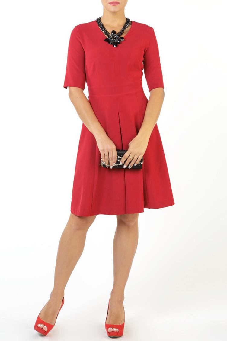 ПлатьеПлатья<br>У каждой женщины, помимо маленького черного платья, должно быть и маленькое красное платье - для особого случая. Стрейчевый плательный материал подарит комфорт в носке. Насыщенный алый цвет - восхищенные взгляды. Удачный фасон - подходит для любой фигуры и комплекции. Детали этого платья: вырез горловины V-образный, по центру переда и спинки юбки - складка, по переду и спинке - рельефы. Для удобства носки - по спинке - потайная застежка молния. По линии талии - отрезное. В изделии использованы цвета: красныйРост девушки-фотомодели 176 см.<br><br>Горловина: V- горловина<br>Рукав: До локтя<br>Длина: До колена<br>Материал: Тканевые<br>Рисунок: Однотонные<br>Сезон: Весна,Осень<br>Силуэт: Приталенные<br>Стиль: Повседневный стиль<br>Форма: Платье - трапеция<br>Размер : 44,46,48,50,52,54<br>Материал: Плательная ткань<br>Количество в наличии: 6