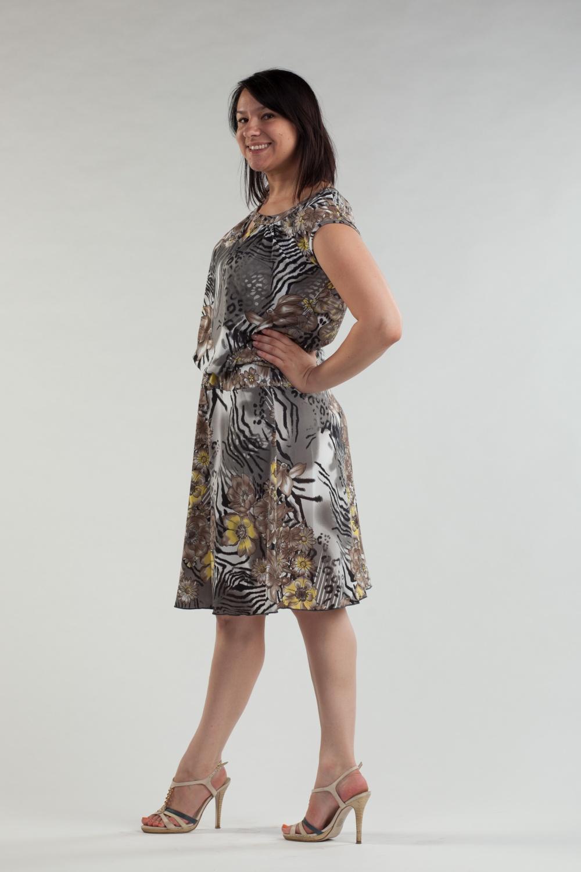 ПлатьеПлатья<br>Чудесное платье с короткими рукавами. Модель выполнена из приятного трикотажа. Отличный выбор для повседневного гардероба.  Цвет: серый, белый, черный, бежевый, желтый  Ростовка изделия 170 см.<br><br>По образу: Город,Свидание<br>По стилю: Повседневный стиль<br>По материалу: Трикотаж<br>По рисунку: Животные мотивы,С принтом,Цветные,Цветочные<br>По сезону: Лето<br>По силуэту: Полуприталенные<br>По форме: Платье - трапеция<br>По длине: До колена<br>Рукав: Короткий рукав<br>Горловина: С- горловина<br>Размер: 48,50<br>Материал: 70% полиэстер 30% вискоза<br>Количество в наличии: 1