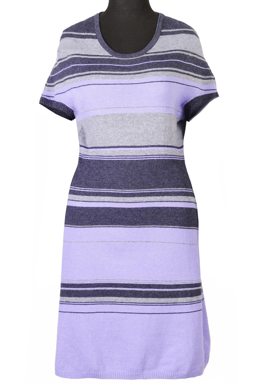 ПлатьеПлатья<br>Повседневное вязаное платье с круглой горловиной и короткими рукавами. Модель выполнена из приятного трикотажа. Отличный выбор для повседневного гардероба.  Цвет: сиреневый, серый, черный  Ростовка изделия 170 см<br><br>Горловина: С- горловина<br>По длине: До колена<br>По материалу: Трикотаж,Хлопок<br>По образу: Город,Свидание<br>По рисунку: В полоску,Цветные<br>По сезону: Весна,Осень<br>По силуэту: Полуприталенные<br>По стилю: Повседневный стиль,Кэжуал<br>По форме: Платье - футляр<br>Рукав: Короткий рукав<br>Размер : 42,44,46,48,50<br>Материал: Трикотаж<br>Количество в наличии: 5