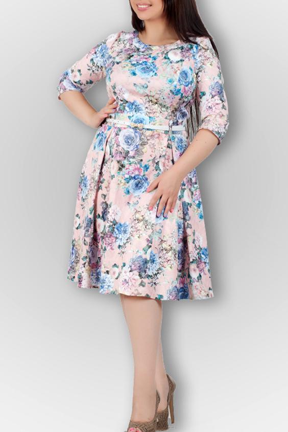 ПлатьеПлатья<br>Романтическое платье с цветочным принтом. Модель выполнена из приятного материала. Отличный выбор для любого случая. Платье без пояса.  В изделии использованы цвета: розовый, голубой и др.  Ростовка изделия 170 см.<br><br>Горловина: С- горловина<br>По длине: Ниже колена<br>По материалу: Тканевые<br>По рисунку: Растительные мотивы,С принтом,Цветные,Цветочные<br>По стилю: Повседневный стиль,Романтический стиль<br>По форме: Платье - трапеция<br>По элементам: Со складками<br>Рукав: Рукав три четверти<br>По сезону: Осень,Весна<br>Размер : 44,50<br>Материал: Плательная ткань<br>Количество в наличии: 2