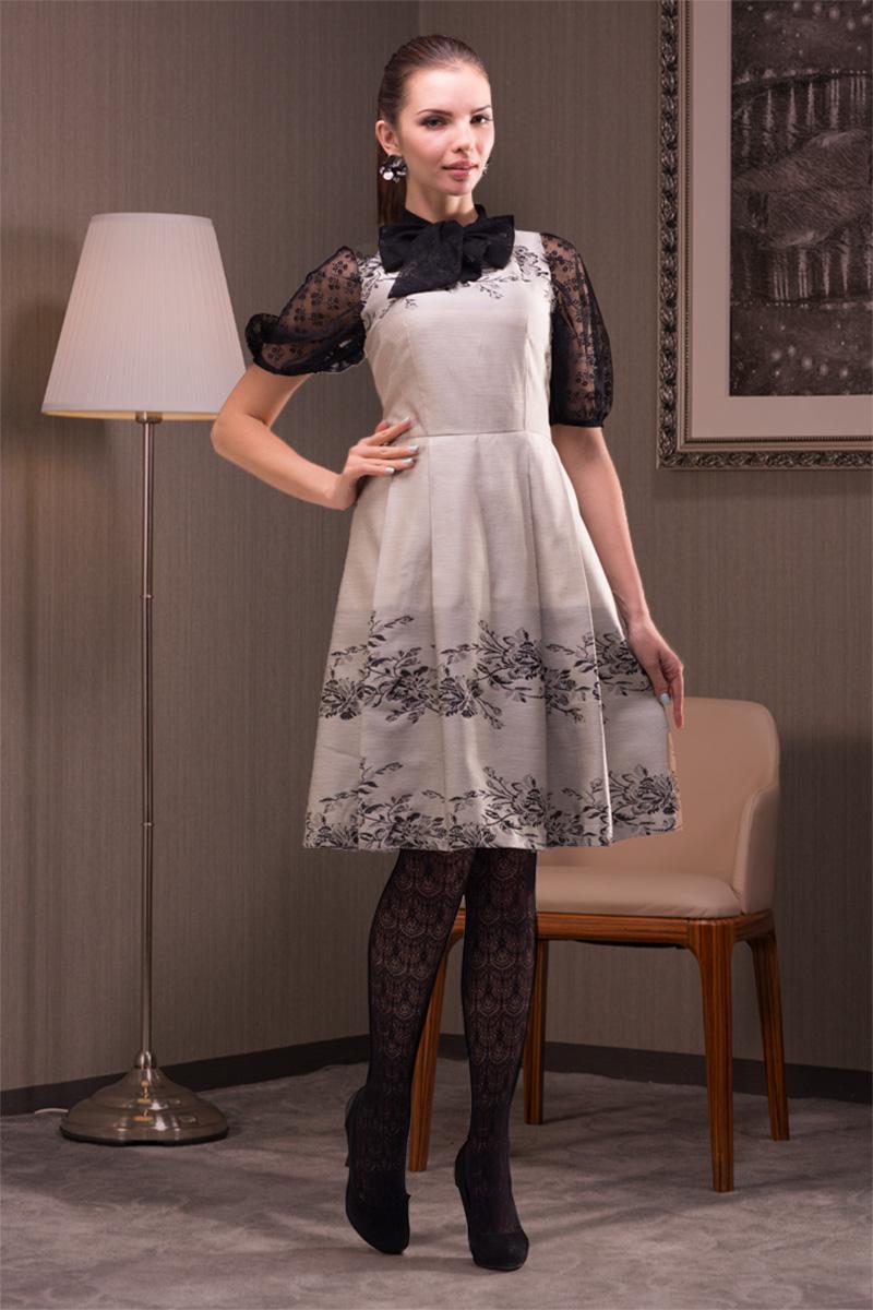 ПлатьеПлатья<br>Интересное женское платье с элегантной горловиной. Модель выполнена из плотного материала. Отличный выбор для любого торжества. Платье без блузки.  Цвет: бежевый, черный<br><br>Горловина: Лодочка<br>По длине: До колена<br>По материалу: Тканевые<br>По образу: Выход в свет<br>По рисунку: Цветные,С принтом<br>По сезону: Весна,Всесезон,Зима,Лето,Осень<br>По стилю: Винтаж,Нарядный стиль<br>По форме: Беби - долл<br>По элементам: С декором<br>Рукав: Без рукавов<br>По силуэту: Приталенные<br>Размер : 40,42,44,46,48<br>Материал: Тафта<br>Количество в наличии: 1