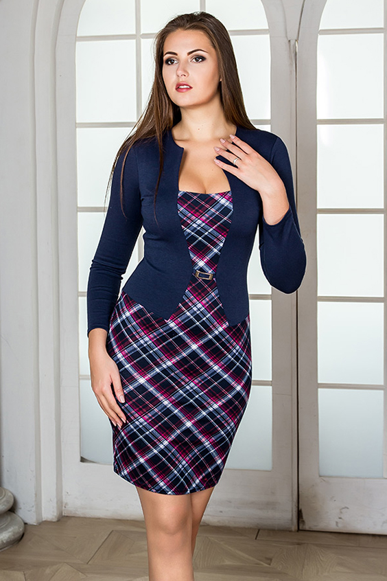 ПлатьеПлатья<br>Эффектное платье из плотного трикотажа, сильно прилегающего силуэта. Выполнено в комбинации двух расцветок, имитирующих жакет и платье.  Линия талии подчёркнута декоративной пряжкой. Втачной рукав. Отличный вариант для офиса.   В изделии использованы цвета: синий, фиолетовый  Рост девушки-фотомодели 176 см.<br><br>Горловина: Фигурная горловина<br>По длине: До колена<br>По материалу: Вискоза,Трикотаж<br>По рисунку: В клетку,С принтом,Цветные<br>По силуэту: Приталенные<br>По стилю: Повседневный стиль<br>По форме: Платье - футляр<br>Рукав: Рукав три четверти<br>По сезону: Осень,Весна,Зима<br>Размер : 42<br>Материал: Трикотаж<br>Количество в наличии: 2