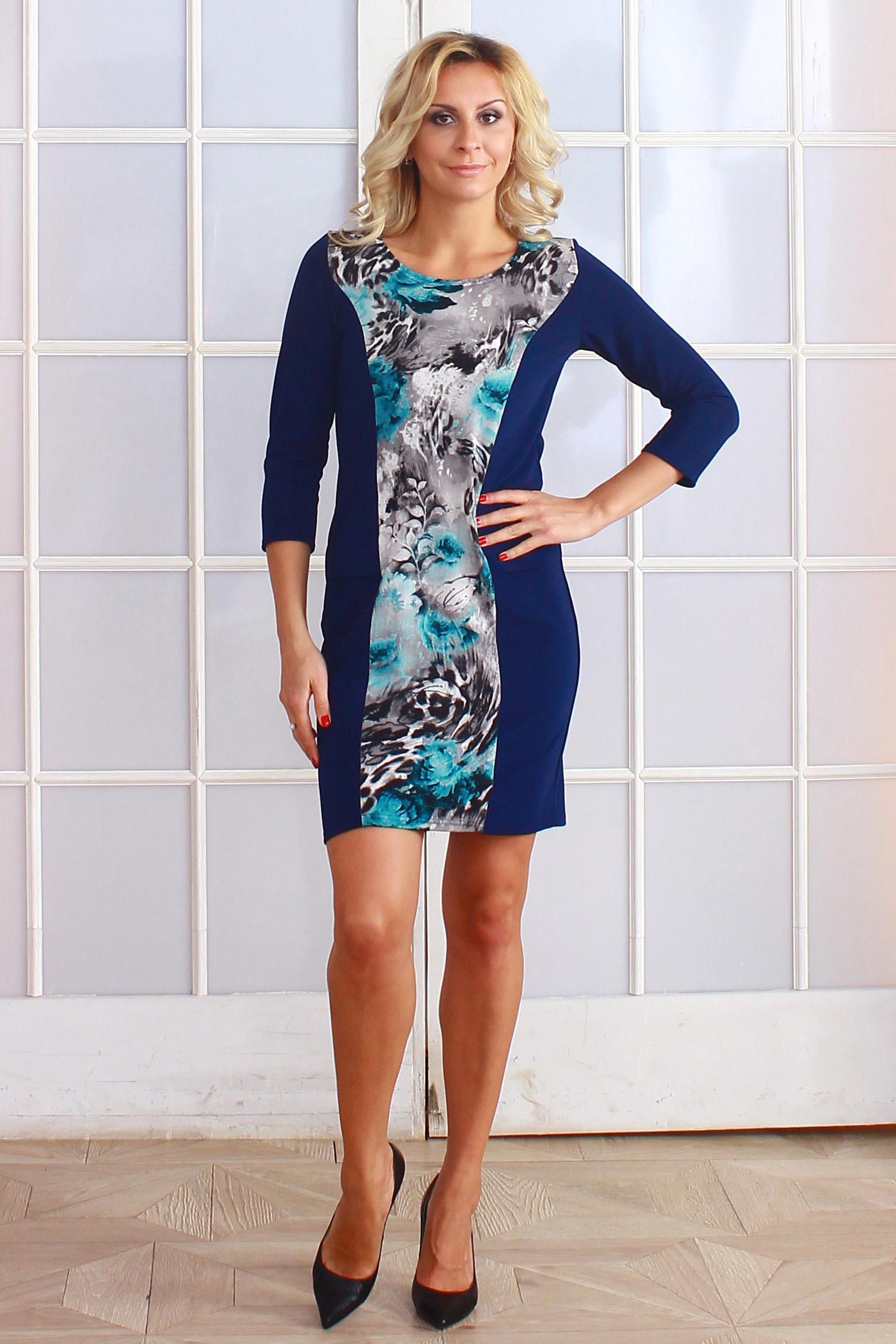 ПлатьеПлатья<br>Комбинированное платье из трикотажного полотна, полочка - из ангоры с набивным рисунком. Платье прилегающего силуэта, рукав втачной, 3/4, с помощью контрастных полосок на полочке выполнена имитация прорезных карманов.  Длина изделия от 87 см до 97 см, в зависимости от размера.  Цвет: синий, белый, черный, голубой  Рост девушки-фотомодели 173 см.<br><br>Горловина: С- горловина<br>По длине: До колена<br>По материалу: Трикотаж<br>По рисунку: Леопард,Растительные мотивы,С принтом,Цветные,Цветочные<br>По силуэту: Полуприталенные,Приталенные<br>По стилю: Повседневный стиль<br>По форме: Платье - футляр<br>Рукав: Рукав три четверти<br>По сезону: Осень,Весна,Зима<br>Размер : 42,44,46,50,52<br>Материал: Джерси<br>Количество в наличии: 5