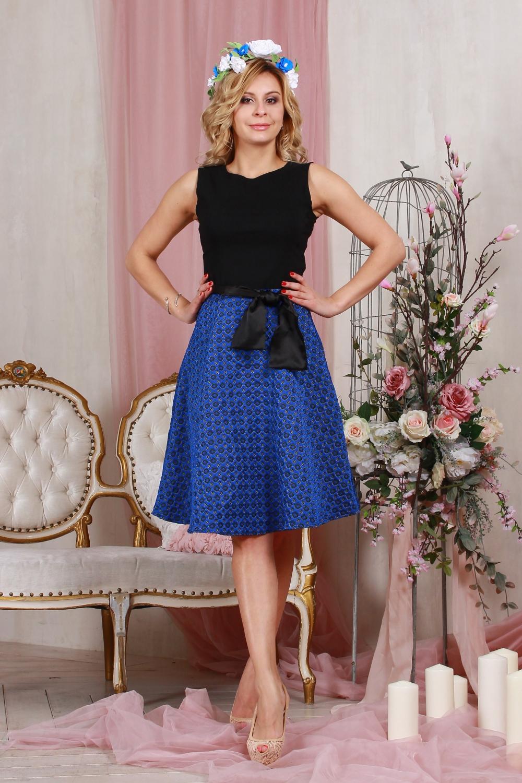 ПлатьеПлатья<br>Комбинированное платье приталенного силуэта,отрезное по линии талии, юбка из плотного жаккарда, в боковом шве - молния. Верх платья выполнен из хлопка с  эластаном, что позволяет выгодно подчеркнуть силуэт, пышная юбка добавляет очарования. Платье без пояса.  Длина изделия от 90 см до 96 см, в зависимости от размера.  Цвет: синий, черный  Рост девушки-фотомодели 175 см<br><br>Горловина: С- горловина<br>По длине: Ниже колена<br>По материалу: Тканевые<br>По рисунку: Цветные<br>По силуэту: Приталенные<br>По стилю: Нарядный стиль,Повседневный стиль<br>По форме: Платье - трапеция<br>Рукав: Без рукавов<br>По сезону: Осень,Весна<br>Размер : 42,44,46,48,50<br>Материал: Плательная ткань<br>Количество в наличии: 8