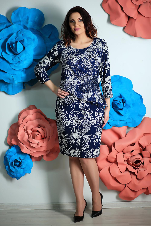 ПлатьеПлатья<br>Женское платье с декоративной баской по переду изделия, круглой горловиной и рукавами 3/4. Модель выполнена из приятного материала. Отличный выбор для любого случая.  В изделии использованы цвета: синий, светло-бежевый  Параметры размеров: 44 размер - обхват груди 84 см., обхват талии 72 см., обхват бедер 97 см. 46 размер - обхват груди 92 см., обхват талии 76 см., обхват бедер 100 см. 48 размер - обхват груди 96 см., обхват талии 80 см., обхват бедер 103 см. 50 размер - обхват груди 100 см., обхват талии 84 см., обхват бедер 106 см. 52 размер - обхват груди 104 см., обхват талии 88 см., обхват бедер 109 см. 54 размер - обхват груди 110 см., обхват талии 94,5 см., обхват бедер 114 см. 56 размер - обхват груди 116 см., обхват талии 101 см., обхват бедер 119 см. 58 размер - обхват груди 122 см., обхват талии 107,5 см., обхват бедер 124 см. 60 размер - обхват груди 128 см., обхват талии 114 см., обхват бедер 129 см.  Ростовка изделия 168 см.<br><br>Горловина: С- горловина<br>По длине: Ниже колена<br>По материалу: Тканевые,Шифон<br>По рисунку: Растительные мотивы,С принтом,Цветные,Цветочные<br>По сезону: Весна,Зима,Лето,Осень,Всесезон<br>По силуэту: Приталенные<br>По стилю: Нарядный стиль<br>По форме: Платье - футляр<br>По элементам: С баской<br>Рукав: Рукав три четверти<br>Размер : 54,58<br>Материал: Плательная ткань + Шифон<br>Количество в наличии: 3
