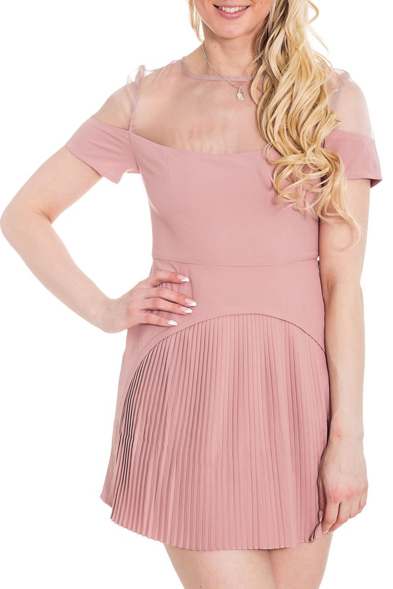 ПлатьеПлатья<br>Короткое платье сложного кроя: с оригинальной плиссированной юбкой спереди и прямой сзади, верх платья и часть рукава сшиты из прозрачной ткани. Подойдет стройным девушкам и молодым женщинам для отдыха и прогулок. Платье призвано подчеркнуть в образе игривость, кокетливость и нежность.  Цвет: розовый  Рост девушки-фотомодели 170 см.<br><br>Горловина: С- горловина<br>По длине: До колена,Мини<br>По материалу: Тканевые<br>По рисунку: Однотонные<br>По сезону: Весна,Зима,Лето,Осень,Всесезон<br>По силуэту: Приталенные<br>По стилю: Молодежный стиль,Нарядный стиль,Повседневный стиль<br>Рукав: Короткий рукав<br>Размер : 44,46<br>Материал: Плательная ткань + Капрон<br>Количество в наличии: 2