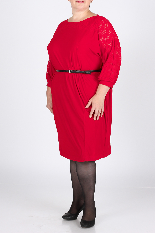 ПлатьеПлатья<br>Яркое платье из трикотажа с рукавами из гипюра свободного фасона. Носится как с поясом, так и без. Длина изделия по спинке - 103 см. Платье без пояса.  Цвет: красный  Рост девушки-фотомодели 164 см., размер 56.<br><br>Горловина: С- горловина<br>По длине: Ниже колена<br>По материалу: Вискоза,Гипюровая сетка,Трикотаж<br>По рисунку: Однотонные<br>По сезону: Весна,Всесезон,Зима,Лето,Осень<br>По силуэту: Свободные<br>По стилю: Нарядный стиль<br>Рукав: Рукав три четверти<br>Размер : 54<br>Материал: Холодное масло + Гипюровая сетка<br>Количество в наличии: 1