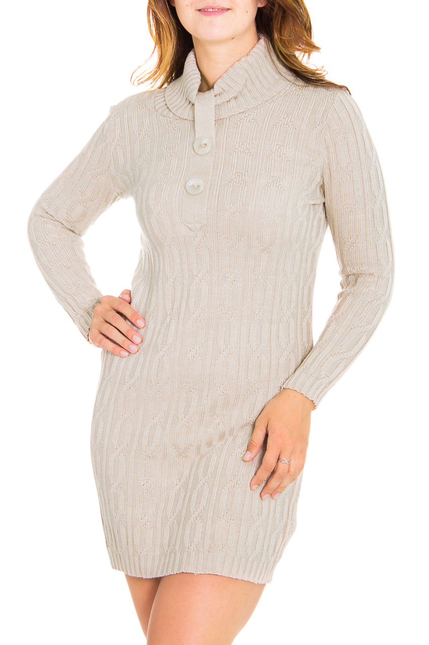 ПлатьеПлатья<br>Женское платье с длинными рукавами из вязанного трикотажа. Вязаный трикотаж - это красота, тепло и комфорт. В вязаных вещах очень легко оставаться женственной и в то же время не замёрзнуть.  Цвет: бежевый  Рост девушки-фотомодели 180 см<br><br>Воротник: Стойка,Фантазийный,Хомут<br>По длине: До колена,Мини<br>По материалу: Вязаные,Трикотаж,Шерсть<br>По образу: Город,Офис,Свидание<br>По рисунку: Однотонные<br>По сезону: Зима<br>По силуэту: Полуприталенные,Приталенные<br>По стилю: Офисный стиль,Повседневный стиль<br>По элементам: С декором,С воротником,С патами<br>Рукав: Длинный рукав<br>Размер : 46,48,50<br>Материал: Вязаное полотно<br>Количество в наличии: 4