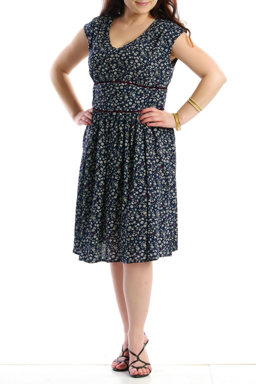 ПлатьеПлатья<br>Женское платье с круглой горловиной и короткими рукавами. Модель выполнена из хлопкового материала. Отличный выбор для повседневного гардероба.  Цвет: синий, белый<br><br>Горловина: С- горловина<br>По образу: Город,Свидание<br>По рисунку: Растительные мотивы,Цветные,Цветочные,С принтом<br>По сезону: Лето<br>По силуэту: Полуприталенные<br>По материалу: Хлопок<br>По стилю: Летний стиль,Повседневный стиль<br>По длине: До колена<br>Рукав: Короткий рукав<br>По форме: Платье - трапеция<br>Размер : 46<br>Материал: Хлопок<br>Количество в наличии: 4