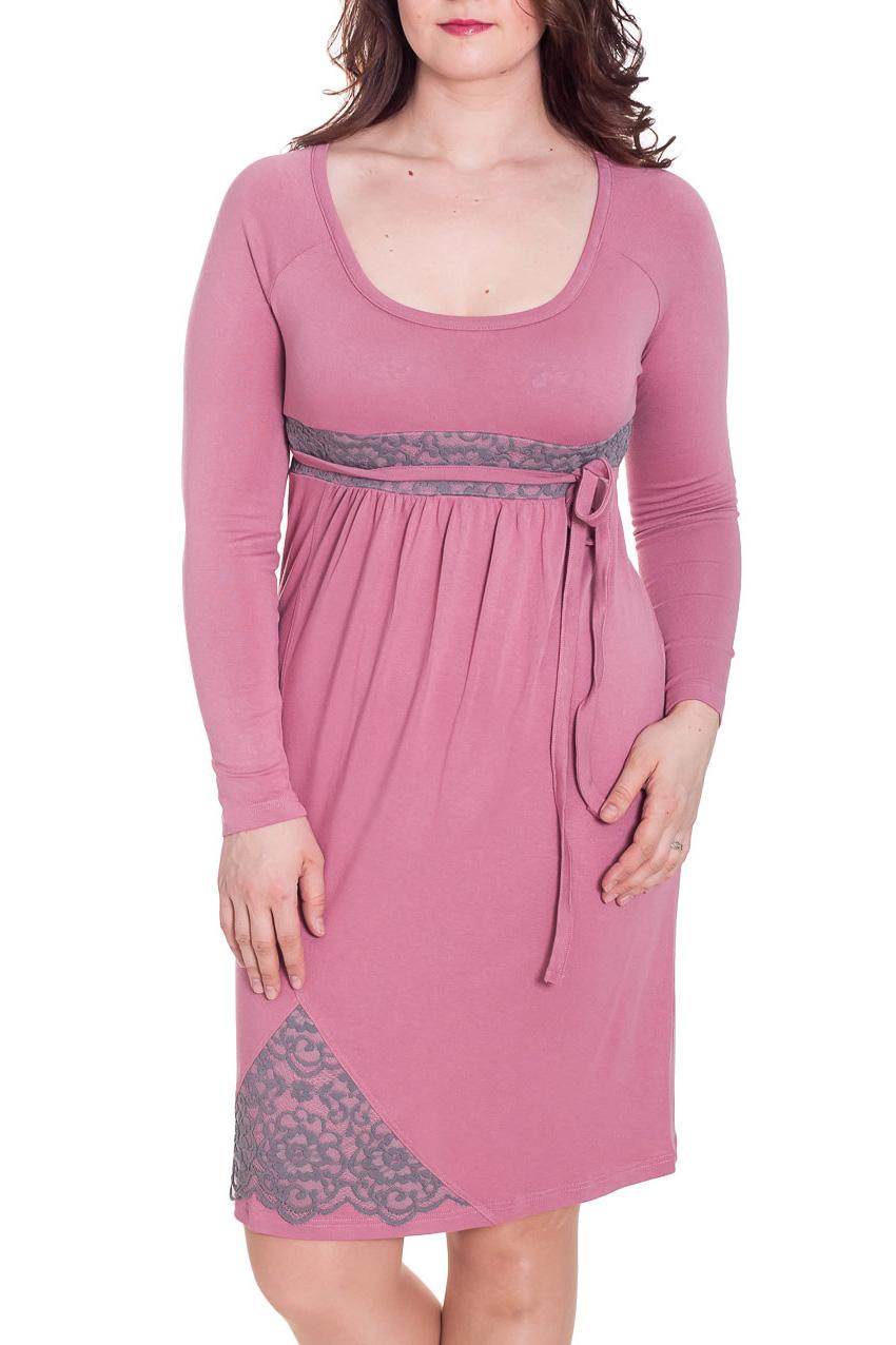 ПлатьеПлатья<br>Нарядное платье с длинными рукавами. Модель выполнена из приятного трикотажа и гипюра. Отличный выбор для любого торжества.  За счет свободного кроя и эластичного материала изделие можно носить во время беременности Ростовка 170-176 см.  Цвет: розовый, серый  Рост девушки-фотомодели 180 см<br><br>Горловина: С- горловина<br>По длине: До колена<br>По материалу: Гипюр,Трикотаж<br>По силуэту: Полуприталенные<br>По форме: Платье - футляр<br>По элементам: Со складками,С декором,С завышенной талией<br>Рукав: Длинный рукав<br>По сезону: Осень,Весна,Зима<br>По стилю: Повседневный стиль<br>По рисунку: Однотонные<br>Размер : 46,48,50,52<br>Материал: Джерси + Гипюр<br>Количество в наличии: 4