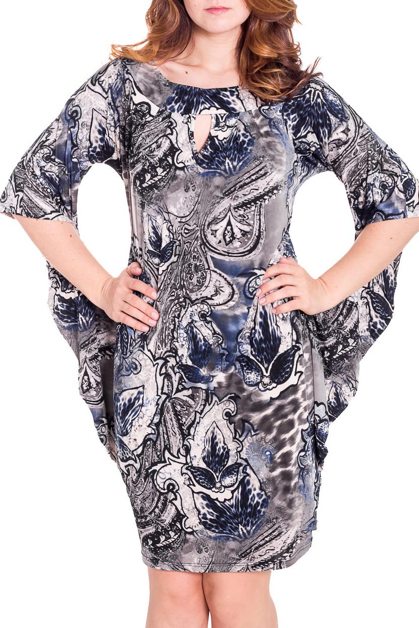 ПлатьеПлатья<br>Интересное женское платье. Модель выполнена из приятного трикотажа с принтом. Удачный дизайнерский ход - пришитые рукава.  Цвет: синий, молочный  Рост девушки-фотомодели 180 см.<br><br>Горловина: С- горловина<br>По материалу: Вискоза,Трикотаж<br>По образу: Город,Свидание<br>По рисунку: Абстракция,Цветные,С принтом<br>По сезону: Весна,Осень<br>Рукав: До локтя<br>По длине: До колена<br>По силуэту: Полуприталенные<br>По стилю: Повседневный стиль<br>По форме: Платье - футляр<br>Размер : 52,54,56<br>Материал: Холодное масло<br>Количество в наличии: 2