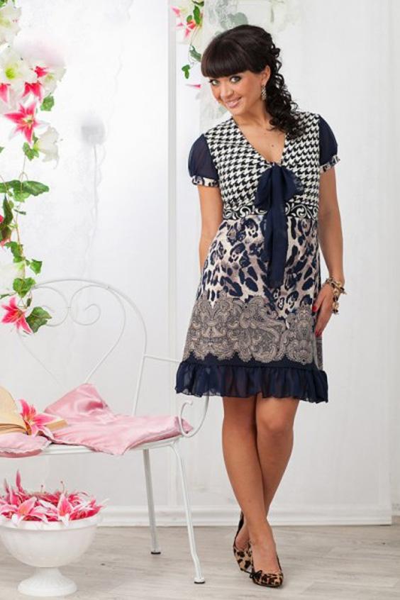 ПлатьеПлатья<br>Кокетливое платье из джерси с рукавчиками из шифона, декоративной петелькой на лифе и пышным бантиком. Раскладка принта на изделии может незначительно отличаться от картинки.  Длина около 90 см в размерах 46-48  Цвет: синий, серый, белый<br><br>Горловина: V- горловина<br>По длине: До колена<br>По материалу: Вискоза,Трикотаж,Шифон<br>По рисунку: С принтом,Цветные<br>По силуэту: Полуприталенные<br>По стилю: Повседневный стиль<br>По элементам: С воланами и рюшами,С декором,С завышенной талией<br>Рукав: Короткий рукав<br>По сезону: Осень,Весна<br>По форме: Платье - трапеция<br>Размер : 46,48,50,52,54<br>Материал: Джерси + Шифон<br>Количество в наличии: 10