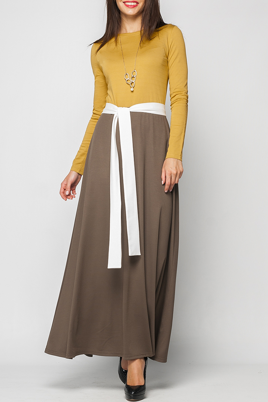 ПлатьеПлатья<br>Платье женское из плотного трикотажа. Длина Макси, в пол. Отрезное по линии талии. Лиф платья приталенного силуэта (контрастный), Юбка платья расклешенная к низу (контрастная). Горловина круглая. Рукав втачной, длинный. Платье без пояса.  Параметры изделия:  44 размер: обхват груди - 88 см, длина рукава - 60 см, длина изделия - 140 см;  52 размер: обхват груди - 106 см, длина рукава - 60 см, длина изделия - 144 см.  В изделии использованы цвета: горчичный, коричневый  Рост девушки-фотомодели 170 см.<br><br>Горловина: С- горловина<br>По длине: Макси<br>По материалу: Вискоза,Трикотаж<br>По рисунку: Цветные<br>По силуэту: Приталенные<br>По стилю: Повседневный стиль<br>По форме: Платье - трапеция<br>Рукав: Длинный рукав<br>По сезону: Осень,Весна,Зима<br>Размер : 42,44,46,50<br>Материал: Трикотаж<br>Количество в наличии: 4