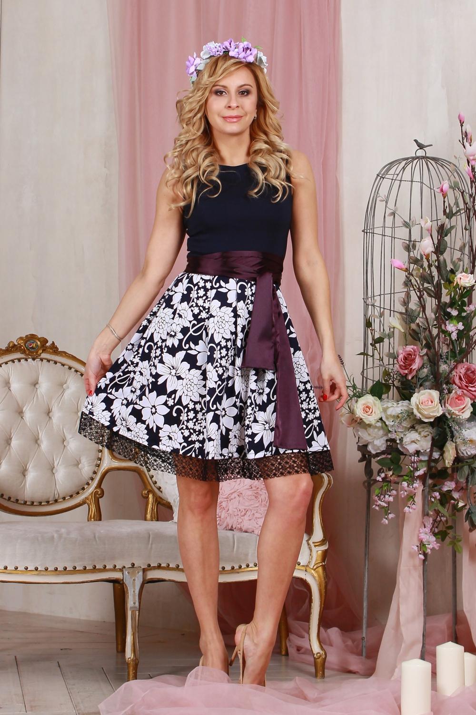 ПлатьеПлатья<br>Комбинированное платье приталенного силуэта, отрезное по линии талии, юбка со складками из джерси с набивным рисунком, по низу юбки - ажурная сетка. Верх платья выполнен из хлопка с  эластаном, что позволяет выгодно подчеркнуть силуэт, пышная юбка добавляет очарования. Платье без пояса.  Длина изделия от 90 см до 96 см, в зависимости от размера.  Цвет: темно-синий, белый  Рост девушки-фотомодели 175 см<br><br>По образу: Свидание<br>По стилю: Повседневный стиль,Нарядный стиль<br>По материалу: Гипюр,Тканевые<br>По рисунку: С принтом,Цветные,Цветочные,Растительные мотивы<br>По сезону: Лето,Осень,Весна,Всесезон,Зима<br>По силуэту: Полуприталенные<br>По элементам: С декором<br>По форме: Платье - трапеция<br>По длине: До колена<br>Рукав: Без рукавов<br>Горловина: С- горловина<br>Размер: 42,44,46,48,50<br>Материал: 50% полиэстер 30% шелк 20% вискоза<br>Количество в наличии: 4