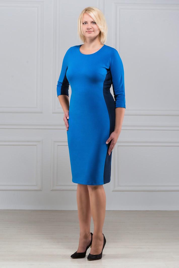 ПлатьеПлатья<br>Повседневное и в то же время элегантное платье, построенное на сочетании двух контрастных цветов и симметричном рисунке. Классический вариант для офиса. Вырез горловины круглый. Рукав 3/4. Ткань - плотный трикотаж, характеризующийся эластичностью, растяжимостью и мягкостью.   Плотность ткани 280 гр/м2  Длина изделия 100-105 см.  В изделии использованы цвета: синий  Рост девушки-фотомодели 173 см<br><br>Горловина: С- горловина<br>По длине: Ниже колена<br>По материалу: Вискоза,Трикотаж<br>По рисунку: Цветные<br>По силуэту: Приталенные<br>По стилю: Офисный стиль,Повседневный стиль<br>По форме: Платье - футляр<br>Рукав: Рукав три четверти<br>По сезону: Осень,Весна,Зима<br>Размер : 50,52,56,58,60<br>Материал: Трикотаж<br>Количество в наличии: 5