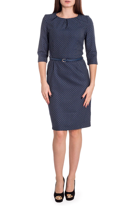 ПлатьеПлатья<br>Платье для офиса из костюмной ткани.  Прямой покрой, приталенное, отрезное по талии, по боковым швам - карманы. Втачные рукава, длиной 3/4.  На полочке по линии горловины складки.  Застёгивается на молнию по спинке, имеется шлица. Платье без пояса.  Длина по спинке 98-102 см. в зависимости от размера.  В изделии использованы цвета: синий и др.  Рост девушки-фотомодели 173 см.<br><br>Горловина: С- горловина<br>По длине: До колена<br>По материалу: Тканевые<br>По рисунку: В клетку,С принтом,Цветные<br>По силуэту: Приталенные<br>По стилю: Классический стиль,Офисный стиль,Повседневный стиль<br>По форме: Платье - футляр<br>По элементам: С декором,С разрезом,Со складками<br>Разрез: Короткий,Шлица<br>Рукав: Рукав три четверти<br>По сезону: Осень,Весна,Зима<br>Размер : 42,44,46<br>Материал: Плательная ткань<br>Количество в наличии: 5