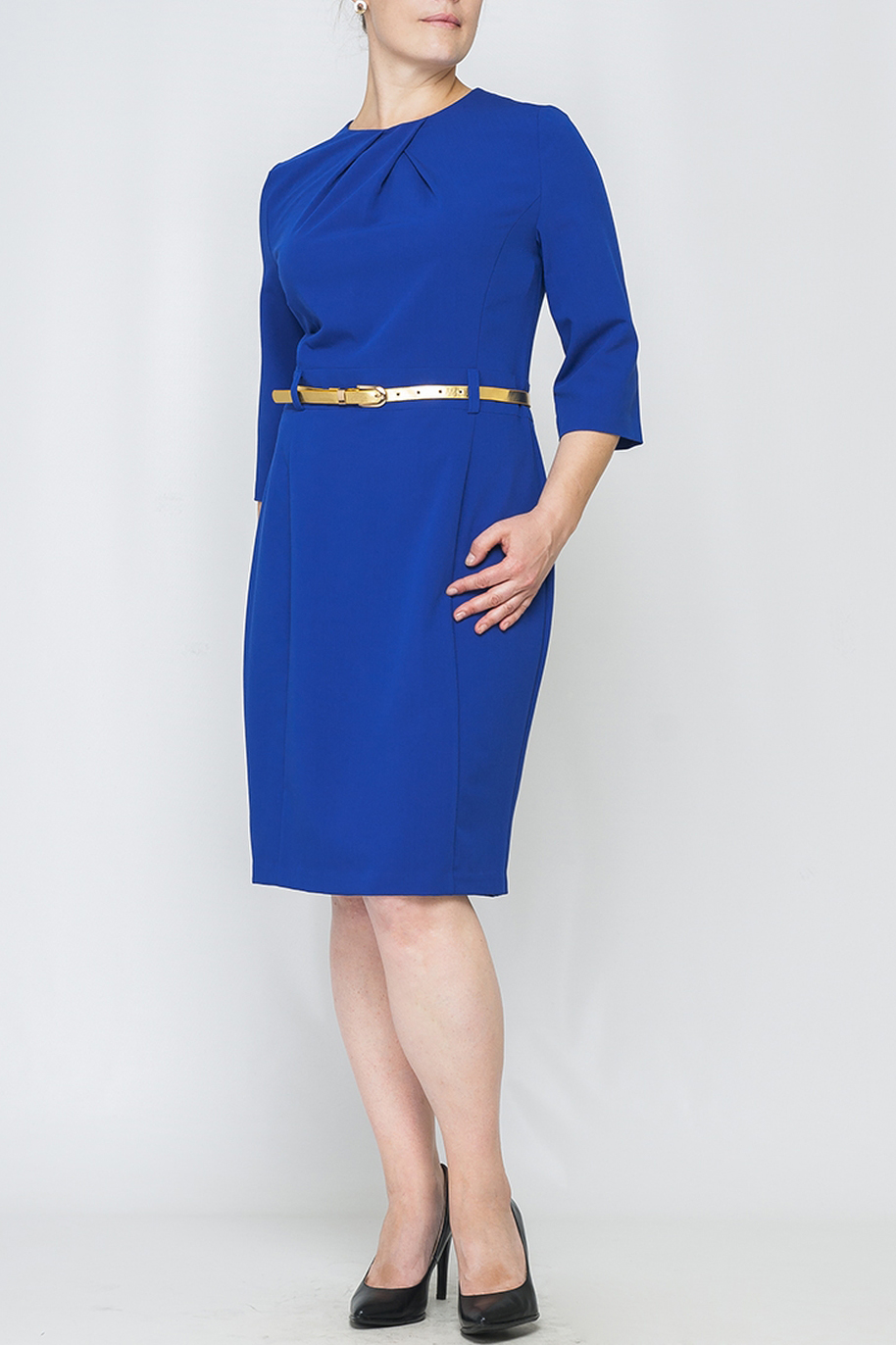 ПлатьеПлатья<br>Платье полуприлегающего силуэта из плательной однотонной ткани. Модель выполнена в строгом классическом стиле.Подчеркивает женственность и индивидуальность Вашего образа. Шикарное дополнение гардероба для стильной офисной леди.  Ремень в комплект не входит.   Параметры изделия:  44 размер: обхват груди - 96 см, обхват бедер - 104 см, длина рукава - 43 см, длина изделия - 98 см;  52 размер: обхват груди - 112 см, обхват бедер - 120 см, длина рукава - 44,5 см, длина изделия - 102 см.   В изделии использованы цвета: синий  Рост девушки-фотомодели 170 см.<br><br>Горловина: С- горловина<br>По длине: Ниже колена<br>По материалу: Тканевые<br>По рисунку: Однотонные<br>По силуэту: Приталенные<br>По стилю: Классический стиль,Офисный стиль,Повседневный стиль<br>По форме: Платье - футляр<br>По элементам: Со складками<br>Рукав: Рукав три четверти<br>По сезону: Осень,Весна,Зима<br>Размер : 42,44,46,48,52<br>Материал: Костюмно-плательная ткань<br>Количество в наличии: 5