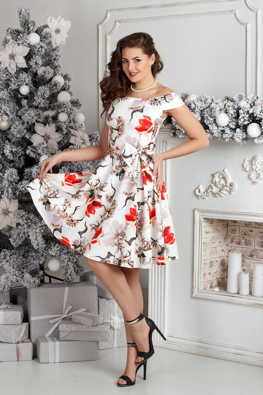 ПлатьеПлатья<br>Невероятно женственное платье с открытыми плечами и юбкой трапециевидного силуэта. Модель выполнена из приятного материала. Отличный выбор для любого случая.  В изделии использованы цвета: белый, красный, коричневый и др.  Рост девушки-фотомодели 176 см.<br><br>По длине: До колена<br>По материалу: Тканевые<br>По рисунку: Растительные мотивы,С принтом,Цветные,Цветочные<br>По сезону: Весна,Лето<br>По силуэту: Приталенные<br>По стилю: Повседневный стиль,Романтический стиль<br>По форме: Платье - трапеция<br>По элементам: С декором,С открытыми плечами<br>Рукав: Короткий рукав<br>Размер : 44,46,48,50<br>Материал: Плательная ткань<br>Количество в наличии: 7