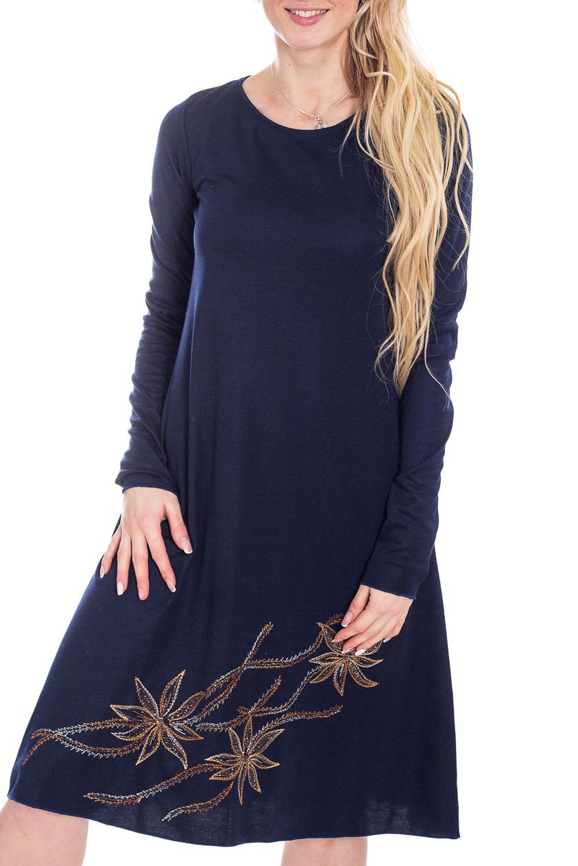 ПлатьеПлатья<br>Красивое женское платье из мягкой вискозы с декоративным принтом по низу изделия. Отличный выбор для повседневного гардероба.  В изделии использованы цвета: синий, бежевый и др.  Рост девушки-фотомодели 170 см<br><br>Горловина: С- горловина<br>По длине: Ниже колена<br>По материалу: Вискоза,Трикотаж<br>По рисунку: Вышивка,С принтом,Цветные<br>По сезону: Осень,Зима<br>По силуэту: Приталенные<br>По стилю: Повседневный стиль<br>По форме: Платье - трапеция<br>Рукав: Длинный рукав<br>Размер : 42,44<br>Материал: Трикотаж<br>Количество в наличии: 2