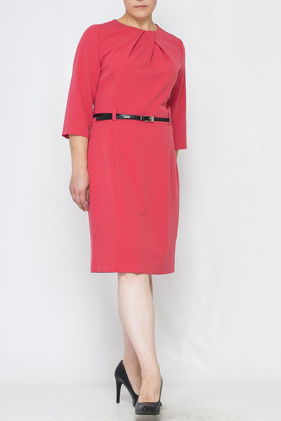 ПлатьеПлатья<br>Однотонное платье с декоративными складками у горловины. Модель выполнен из приятного материала. Отличный выбор для повседневного гардероба. Платье без пояса.  Параметры изделия:  44 размер: обхват груди - 96 см, обхват бедер - 104 см, длина рукава - 43 см, длина изделия - 98 см;  52 размер: обхват груди - 112 см, обхват бедер - 120 см, длина рукава - 44,5 см, длина изделия - 102 см.  Цвет: коралловый  Рост девушки-фотомодели 170 см.<br><br>Горловина: С- горловина<br>По длине: Ниже колена<br>По материалу: Тканевые<br>По рисунку: Однотонные<br>По силуэту: Приталенные<br>По стилю: Повседневный стиль,Романтический стиль<br>По форме: Платье - футляр<br>По элементам: Со складками<br>Рукав: Рукав три четверти<br>По сезону: Осень,Весна,Зима<br>Размер : 42,44,46,52<br>Материал: Костюмно-плательная ткань<br>Количество в наличии: 4