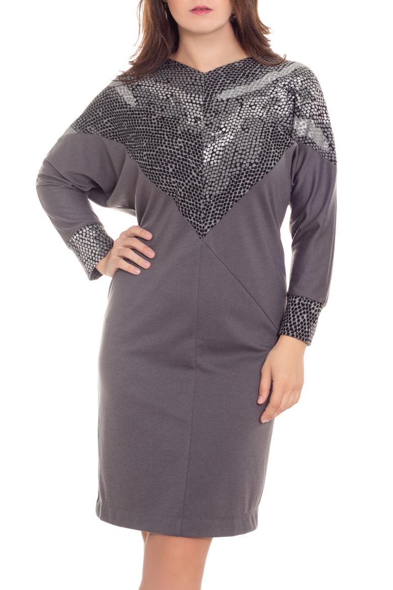 ПлатьеПлатья<br>Цветное платье с фигурной горловиной и длинными рукавами. Модель выполнена из приятного материала. Отличный выбор для повседневного гардероба.  В изделии использованы цвета: серый, черный  Рост девушки-фотомодели 180 см<br><br>Горловина: V- горловина<br>По длине: До колена<br>По материалу: Вискоза,Трикотаж<br>По образу: Город<br>По рисунку: С принтом,Цветные<br>По силуэту: Полуприталенные<br>По стилю: Повседневный стиль<br>По элементам: С манжетами<br>Рукав: Длинный рукав<br>По сезону: Осень,Весна,Зима<br>Размер : 58<br>Материал: Трикотаж<br>Количество в наличии: 1