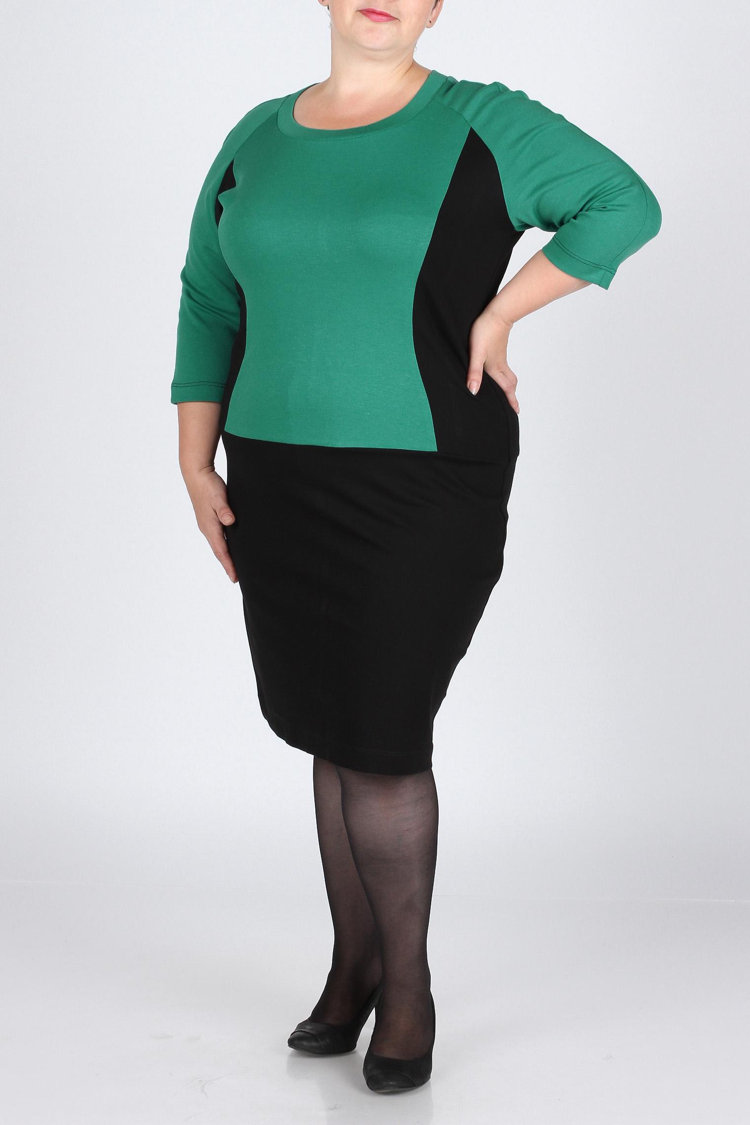 ПлатьеПлатья<br>Стильное платье из итальянского джерси прямого фасона. Зеленая вставка по полочке и рукавам  стройнит фигуру. Длина изделия по спинке - 103 см.  Цвет: черный, зеленый  Рост девушки-фотомодели 164 см., размер 56.<br><br>Горловина: С- горловина<br>По длине: До колена<br>По материалу: Трикотаж<br>По рисунку: Цветные<br>По сезону: Весна,Осень,Зима<br>По силуэту: Полуприталенные<br>По стилю: Повседневный стиль<br>По форме: Платье - футляр<br>Рукав: Рукав три четверти<br>Размер : 52,54,56,58,60<br>Материал: Джерси<br>Количество в наличии: 5