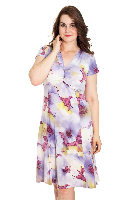 ПлатьеПлатья<br>Цветное платье с V-образной горловиной и короткими рукавами. Модель выполнена из мягкой вискозы. Отличный выбор для повседневного гардероба.  Цвет: сиреневый, розовый, желтый  Рост девушки-фотомодели 180 см<br><br>Горловина: V- горловина<br>По длине: Ниже колена<br>По материалу: Вискоза,Трикотаж<br>По рисунку: Растительные мотивы,С принтом,Цветные,Цветочные<br>По силуэту: Полуприталенные<br>По стилю: Повседневный стиль<br>По форме: Платье - футляр<br>Рукав: Короткий рукав<br>По сезону: Лето<br>Размер : 56,60<br>Материал: Холодное масло<br>Количество в наличии: 3