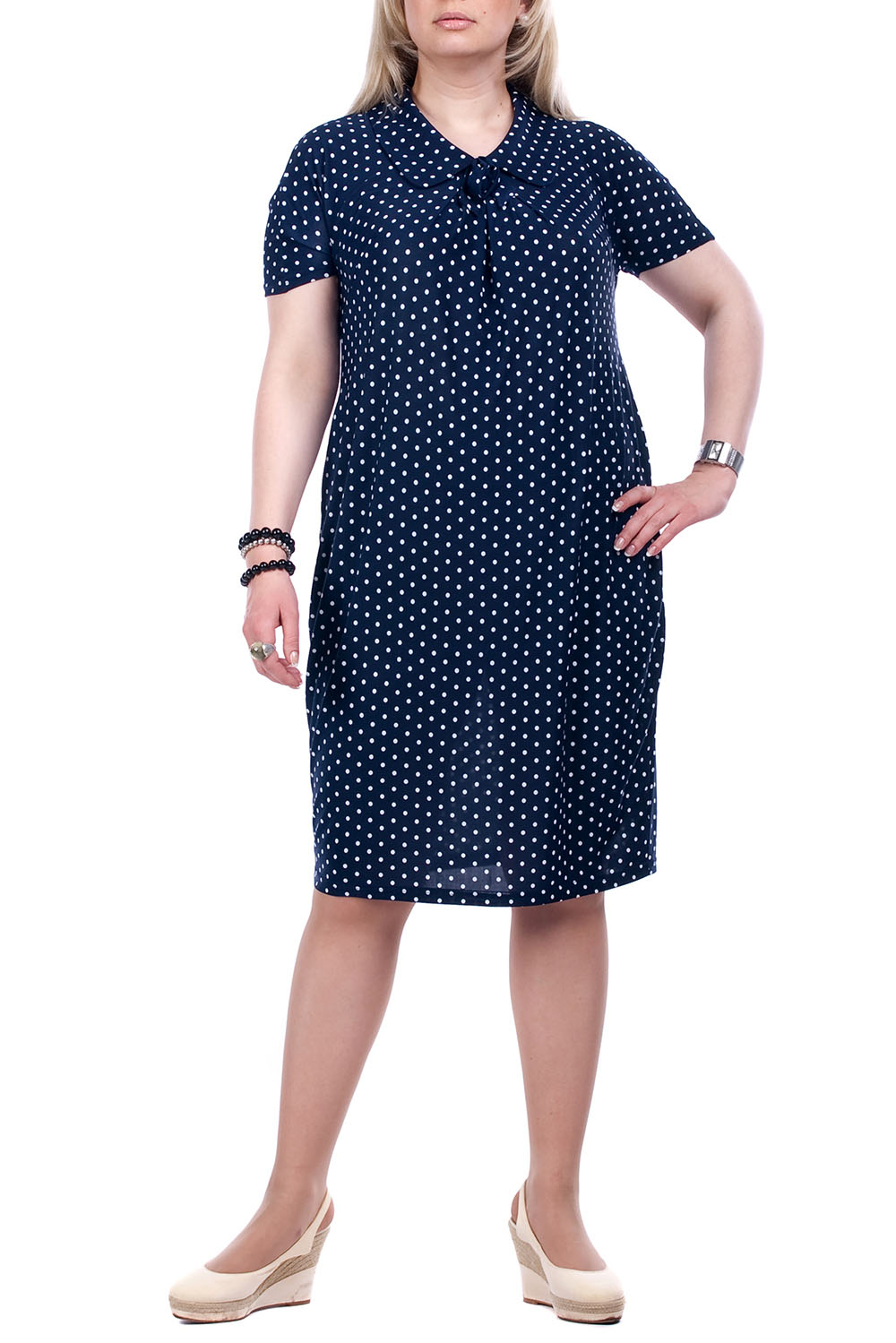 ПлатьеПлатья<br>Великолепное платье с короткими рукавами. Модель выполнена из приятного трикотажа в горошек. Отличный выбор для любого случая.  Цвет: синий, белый  Рост девушки-фотомодели 173 см<br><br>Воротник: Отложной<br>По длине: Ниже колена<br>По материалу: Трикотаж<br>По рисунку: В горошек,С принтом,Цветные<br>По силуэту: Полуприталенные<br>По стилю: Повседневный стиль<br>По форме: Платье - футляр<br>По элементам: С декором<br>Рукав: Короткий рукав<br>По сезону: Лето<br>Горловина: С- горловина<br>Размер : 52,54,62,64,66<br>Материал: Холодное масло<br>Количество в наличии: 9