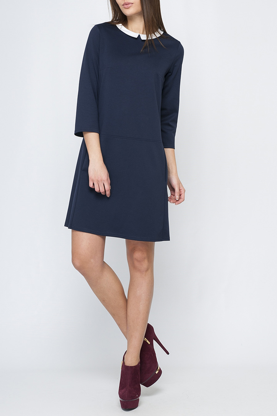 ПлатьеПлатья<br>Модное женское платье нежного бежевого цвета, с контрастным отложным воротничком, по спинке изделия застежка-пуговица, длина чуть выше колена.   Параметры изделия: 44 размер: обхват по линии груди - 97 см, обхват по линии бедер - 105 см, длина по спинке - 89,5 см, длина рукава - 45 см;  52 размер: обхват по линии груди - 113 см, обхват по линии бедер - 117 см, длина по спинке - 97 см, длина рукава - 48 см  В изделии использованы цвета: синий, белый  Рост девушки-фотомодели 170 см.<br><br>Воротник: Отложной<br>Горловина: С- горловина<br>По длине: До колена<br>По материалу: Трикотаж<br>По рисунку: Однотонные<br>По силуэту: Полуприталенные<br>По стилю: Офисный стиль,Повседневный стиль<br>По форме: Платье - трапеция<br>По элементам: С карманами<br>Рукав: Рукав три четверти<br>По сезону: Осень,Весна,Зима<br>Размер : 42<br>Материал: Джерси<br>Количество в наличии: 1