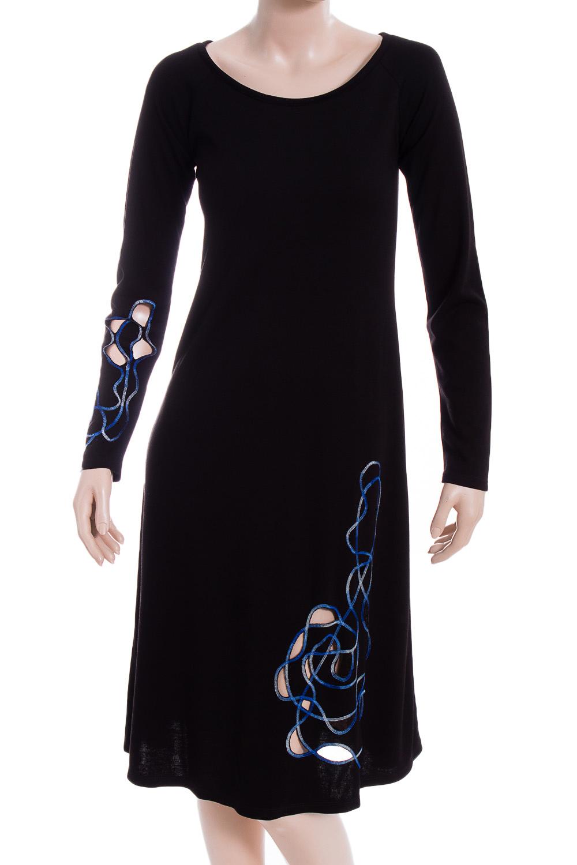 ПлатьеПлатья<br>Красивое женское платье из мягкой вискозы с декоративным принтом по низу изделия. Отличный выбор для повседневного гардероба.  В изделии использованы цвета: черный, белый, синий и др.  Ростовка изделия 170 см.<br><br>Горловина: С- горловина<br>По длине: До колена<br>По материалу: Вискоза,Трикотаж<br>По образу: Город,Свидание<br>По рисунку: С принтом,Цветные<br>По силуэту: Полуприталенные<br>По стилю: Повседневный стиль<br>По форме: Платье - трапеция<br>По элементам: С декором<br>Рукав: Длинный рукав<br>По сезону: Осень,Весна<br>Размер : 42,44<br>Материал: Трикотаж<br>Количество в наличии: 2