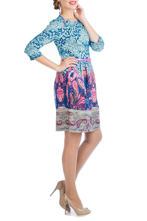 ПлатьеПлатья<br>Стильное платье, отрезное по талии, длиной выше колена, выполнено из купонного трикотажа. Сочетание модных ярких цветов в этой модели очень гармонично, особую изысканность образу придает рисунок пейсли, или еще его называют quot;огуречныйquot; орнамент. Рукав втачной, три четверти. Нижняя часть платья широкая с мягкими складками - защипами по талии. Вырез горловины лодочка акцентирует линию плеч, уравновешивая пышную юбку и делая образ стройнее и женственнее. В боковом шве выполнена потайная застежка молния. Платье без пояса.   Длина по спинке 92 - 96 см.   Цвет: голубой, белый, розовый, серый  Ростовка изделия 170 см.<br><br>Горловина: Лодочка<br>По длине: До колена<br>По материалу: Трикотаж<br>По рисунку: С принтом,Цветные,Этнические<br>По силуэту: Полуприталенные<br>По стилю: Повседневный стиль<br>По форме: Платье - футляр<br>Рукав: Рукав три четверти<br>По сезону: Осень,Весна,Зима<br>Размер : 48,50<br>Материал: Трикотаж<br>Количество в наличии: 3