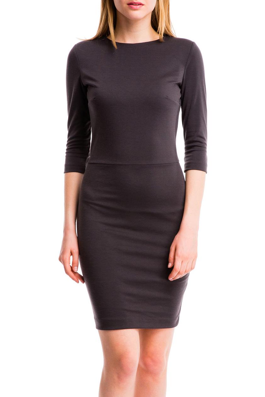 ПлатьеПлатья<br>Классическое платье-футляр. Модель приталенного кроя с округлым вырезом горловины и рукавами 3/4, на линии груди имеются выточки. Сзади потайная молния и небольшой разрез. Длина изделия выше колена. Выполнено из высококачественной ткани, которая прекрасно держит форму. Идеальный вариант для создания эффектного образа.  В изделии использованы цвета: коричнево-серый  Параметры размеров (обхват груди, обхват талии, обхват бедер):       42 размер - 82-85 см, 66-69 см, 92-95 см 44 размер - 86-89 см, 70-73 см, 96-98 см 46 размер - 90-93 см, 74-77 см, 99-101 см 48 размер - 94-97 см, 78-81 см, 102-104 см 50 размер - 98-102 см, 82-85 см, 105-108 см 52 размер - 103-107 см, 86-90 см, 109-112 см 54 размер - 108-113 см, 91-95 см, 113-115 см 56 размер - 112-115 см, 95-98 см, 116-118 см 58 размер - 116-119 см, 99-102 см, 119-121 см<br><br>Горловина: С- горловина<br>По длине: До колена<br>По материалу: Трикотаж<br>По рисунку: Однотонные<br>По силуэту: Приталенные<br>По стилю: Классический стиль,Офисный стиль,Повседневный стиль<br>По форме: Платье - футляр<br>По элементам: С разрезом<br>Разрез: Короткий<br>Рукав: Рукав три четверти<br>По сезону: Осень,Весна,Зима<br>Размер : 42,44,46,48<br>Материал: Джерси<br>Количество в наличии: 8