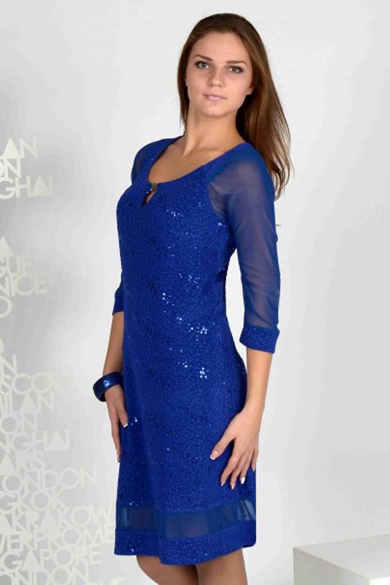 ПлатьеПлатья<br>Коктейльное платье из мягкого трикотажа с пайетками. Модель полуприлегающего силуэта. Рукава и вставка по низу выполнены из сеточки в тон изделия.   Цвет: синий  Длина на 46 - 48 размеры -  96 см Длина на 50 - 54 размеры - 100 см<br><br>По образу: Свидание,Выход в свет<br>По стилю: Нарядный стиль<br>По материалу: Гипюровая сетка,Трикотаж<br>По рисунку: Однотонные<br>По сезону: Осень,Весна,Всесезон,Зима,Лето<br>По силуэту: Полуприталенные<br>По элементам: С декором,С манжетами<br>По форме: Платье - футляр<br>По длине: До колена<br>Рукав: Рукав три четверти<br>Горловина: С- горловина<br>Размер: 46,48,50,52,54,56<br>Материал: 100% полиэстер<br>Количество в наличии: 1