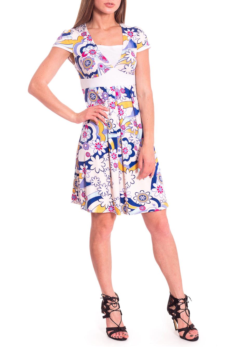 ПлатьеПлатья<br>Яркое летнее платье с короткими рукавами и завышенной талией. Модель выполнена из мягкой вискозы. Отличный выбор для повседневного гардероба. В изделии использованы цвета: белый, голубой, розовый и др.Рост девушки-фотомодели 168 см.<br><br>Горловина: Квадратная горловина<br>Длина: До колена<br>Материал: Вискоза<br>Рисунок: С принтом,Цветные<br>Рукав: Короткий рукав<br>Силуэт: Полуприталенные<br>Стиль: Летний стиль,Повседневный стиль<br>Форма: Платье - трапеция<br>Элементы: С завышенной талией<br>Сезон: Лето<br>Размер : 42,44,54<br>Материал: Вискоза<br>Количество в наличии: 3